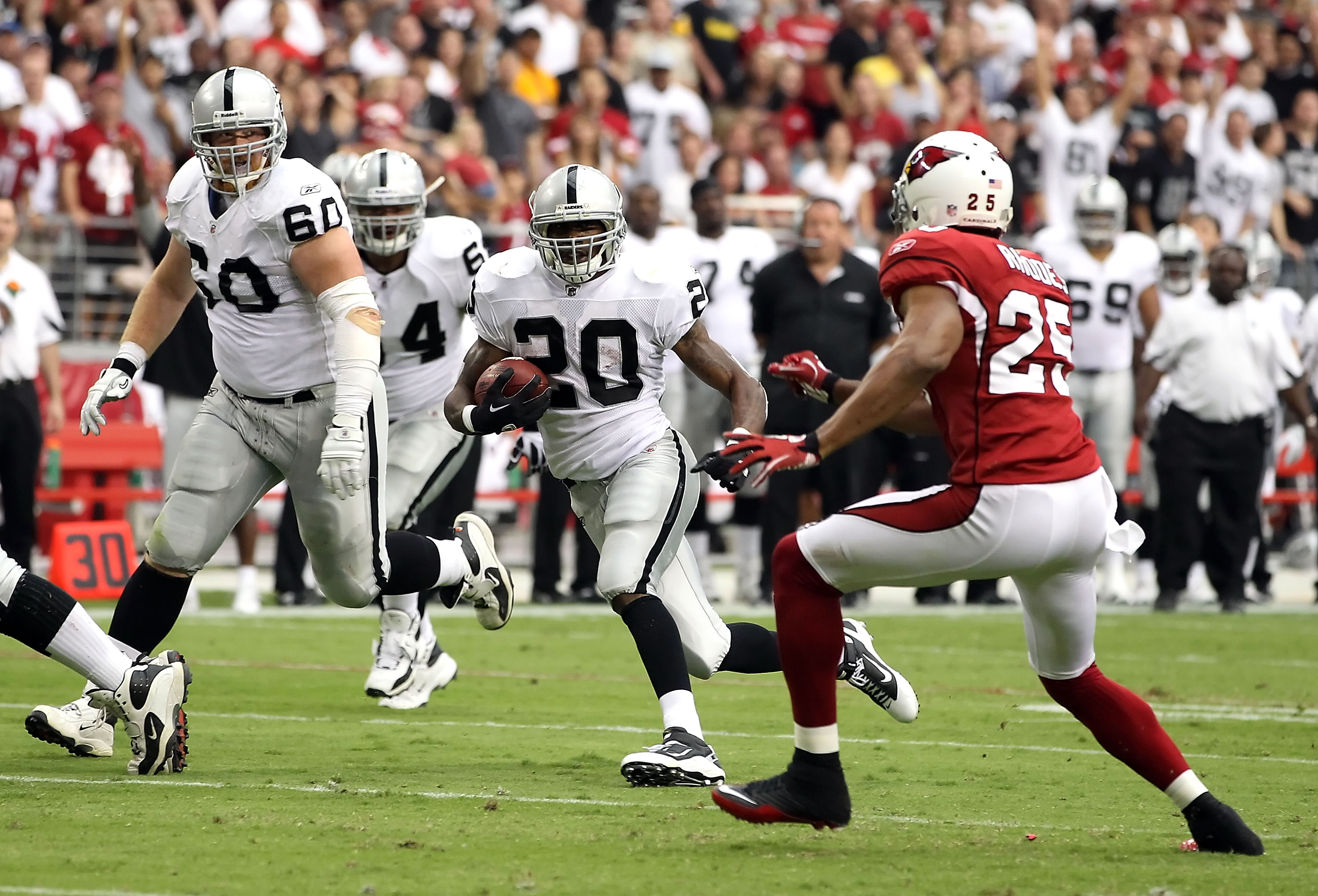 McFadden races through the open field against Arizona
