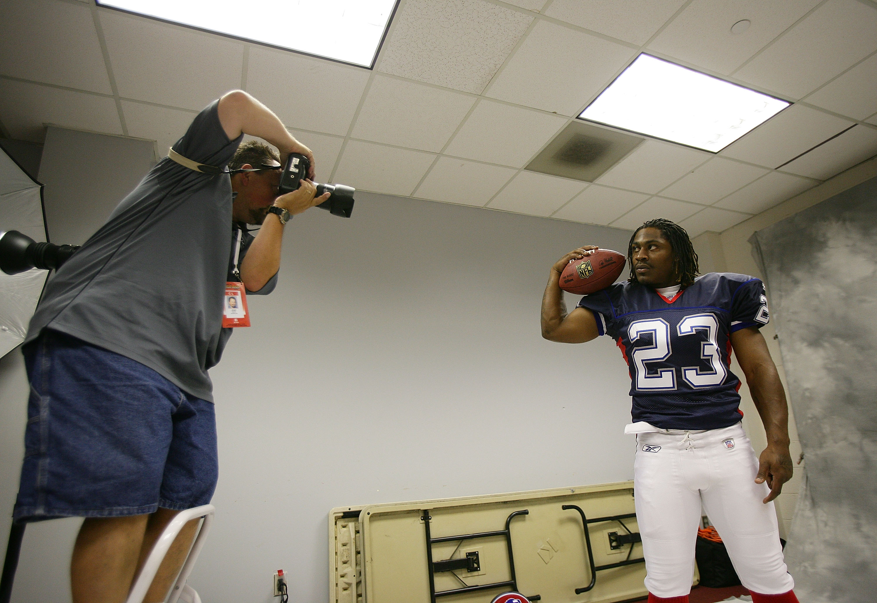 LOS ANGELES, CA - MAY 19:  Marshawn Lynch #23 of the Buffalo Bills poses for a photographer at the 2007 NFL Players Rookie Premiere on May 19, 2007 at the Los Angeles Memorial Coliseum in Los Angeles, California. (Photo by Nick Laham/Getty Images for PLAY