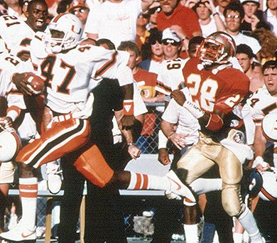 Michael Irvin runs for a 72-yard TD to seal a win for Miami in '87.