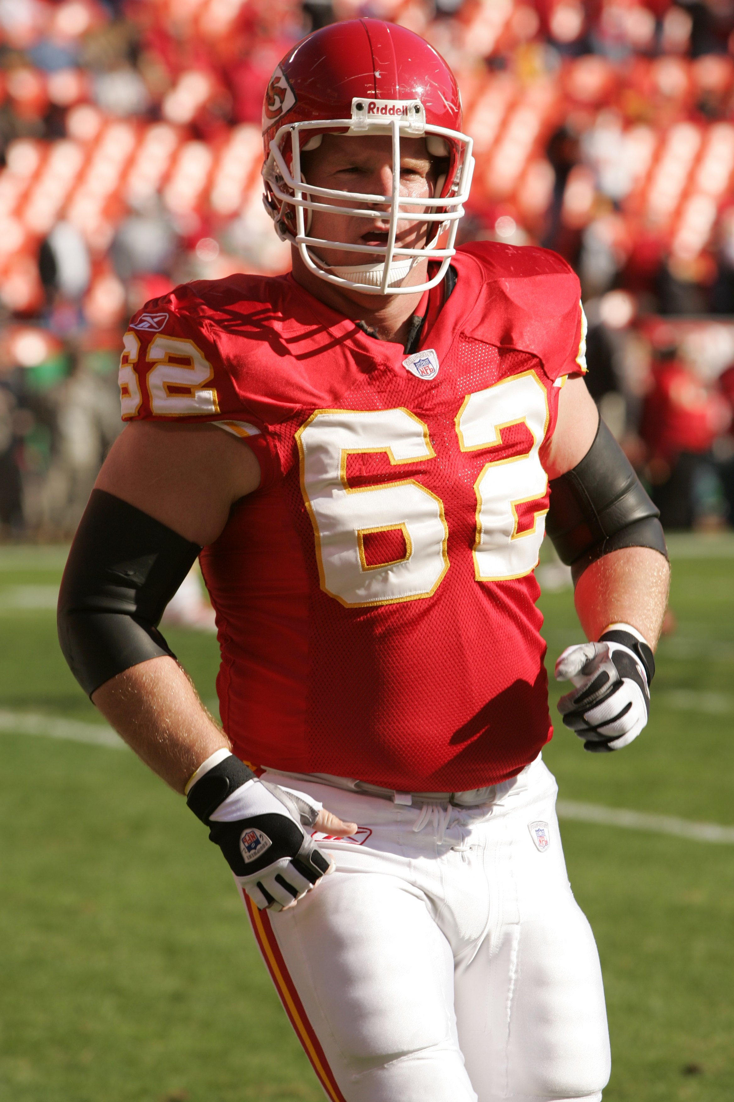 KANSAS CITY, MO - NOVEMBER 19:  Center Casey Wiegmann #62 of the Kansas City Chiefs looks on against the Oakland Raiders on November 19, 2006 at Arrowhead Stadium in Kansas City, Missouri.  The Chiefs won 17-13.  (Photo by Brian Bahr/Getty Images)