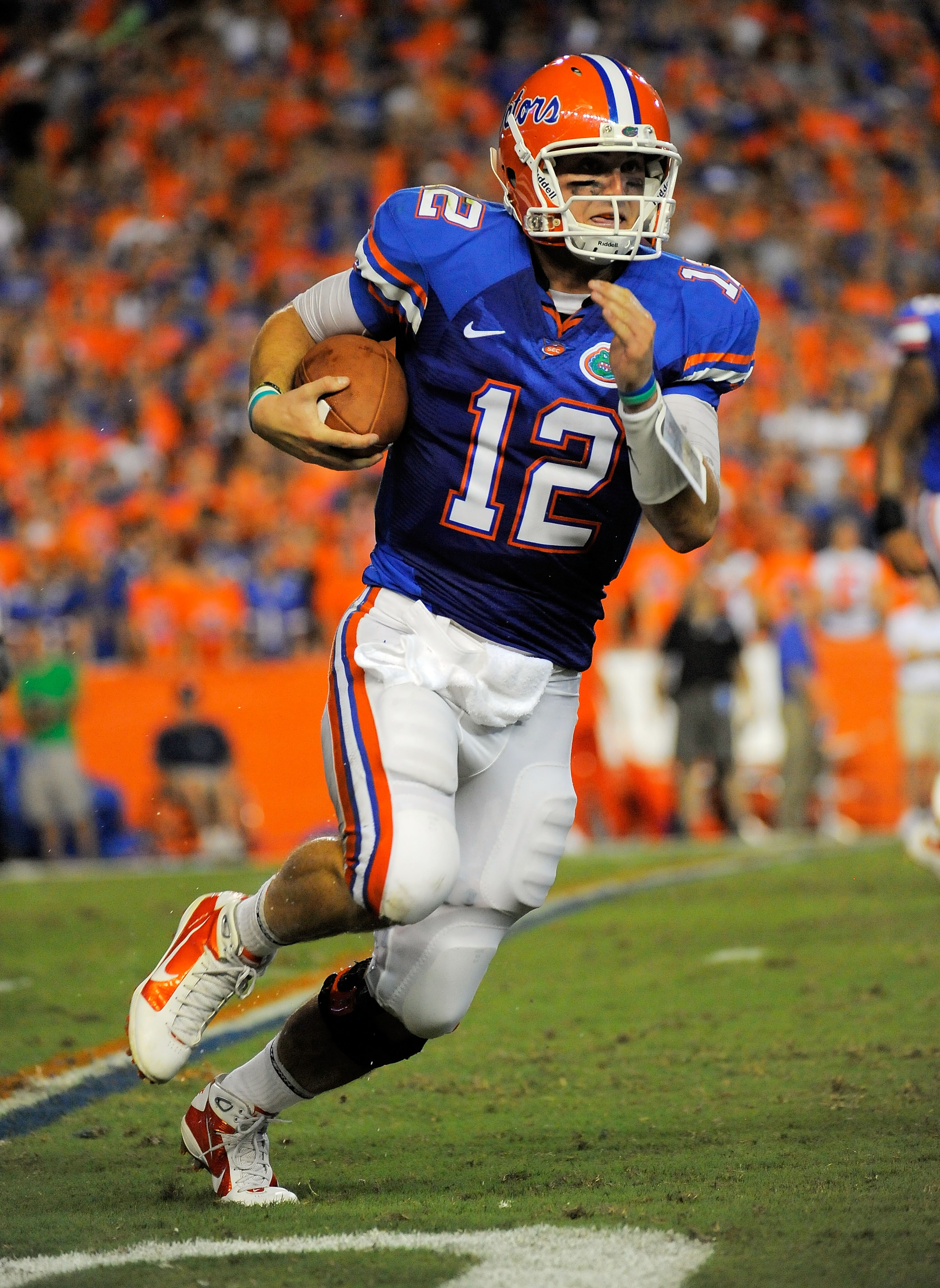 GAINESVILLE, FL - SEPTEMBER 25:  Quarterback John Brantley #12 of the Florida Gators scrambles against the Kentucky Wildcats at Ben Hill Griffin Stadium on September 25, 2010 in Gainesville, Florida.  (Photo by Doug Benc/Getty Images)