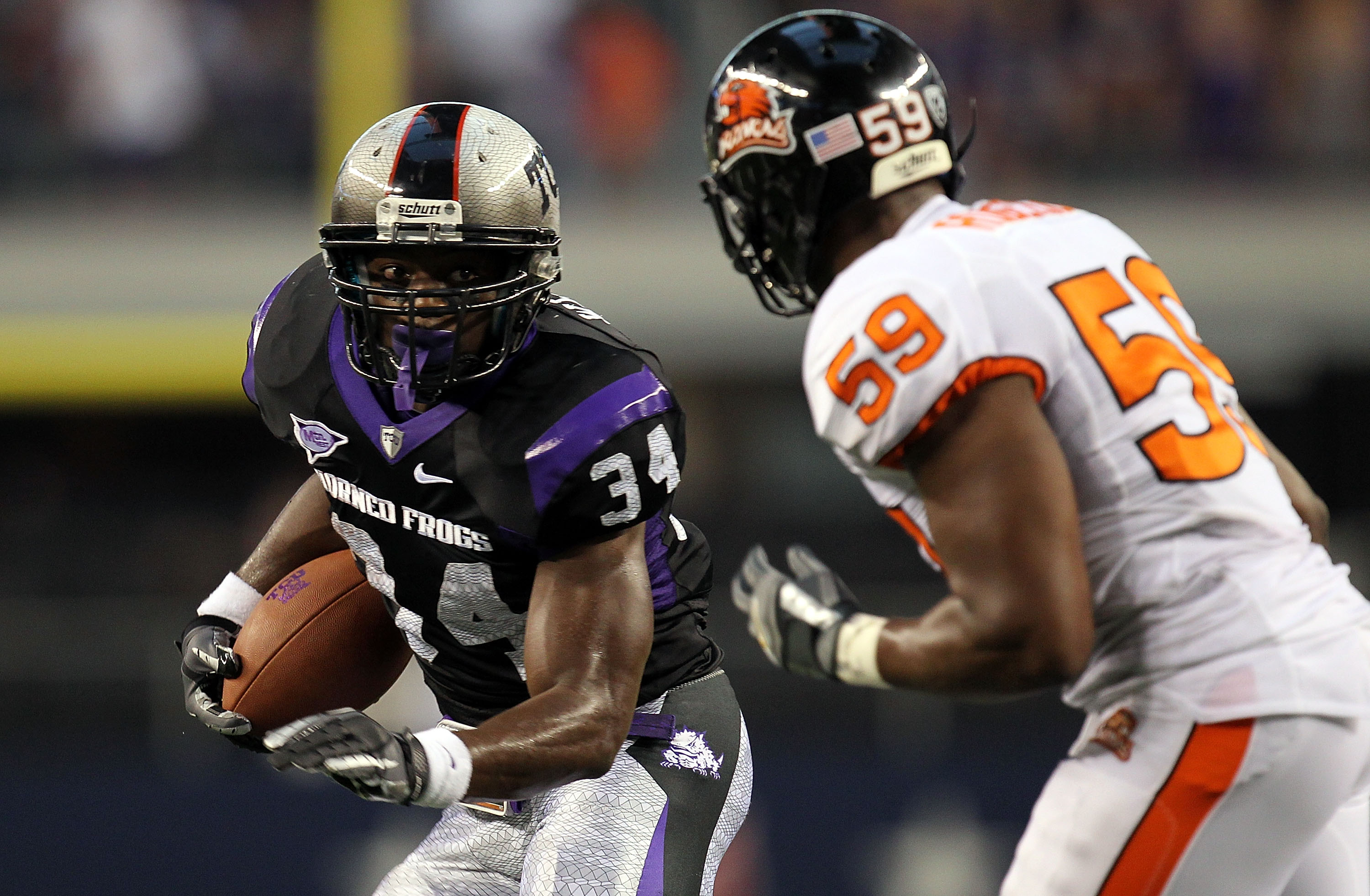 ARLINGTON, TX - SEPTEMBER 04:  Tailback Ed Wesley #34 of the TCU Horned Frogs runs the ball past Dwight Roberson #59 of the Oregon State Beavers at Cowboys Stadium on September 4, 2010 in Arlington, Texas.  (Photo by Ronald Martinez/Getty Images)