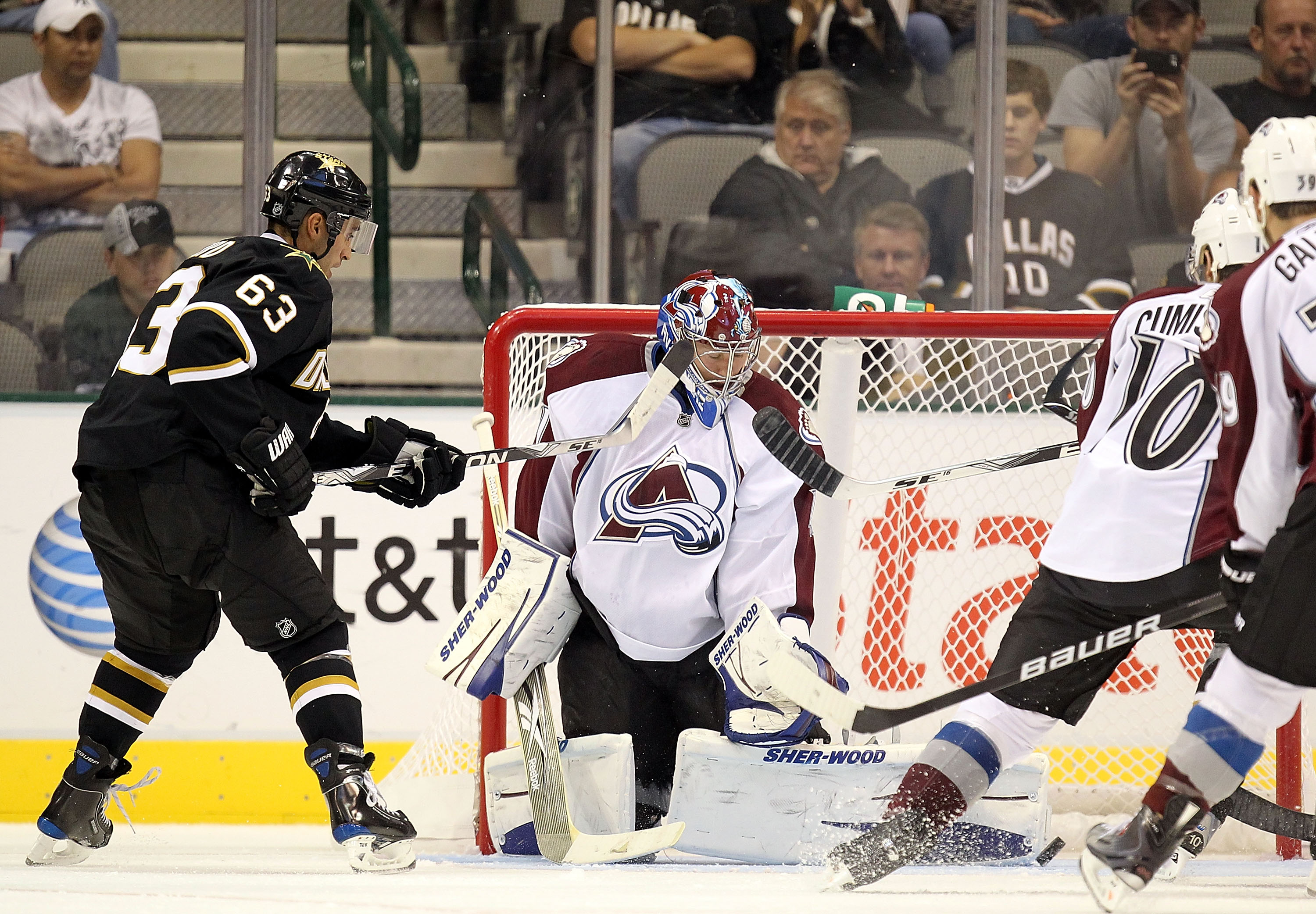 DALLAS - SEPTEMBER 30:  Goaltender Craig Anderson #41 of the Colorado Avalanche makes a save against Mike Ribeiro #63 of the Dallas Stars in the second period at American Airlines Center on September 30, 2010 in Dallas, Texas.  (Photo by Ronald Martinez/G