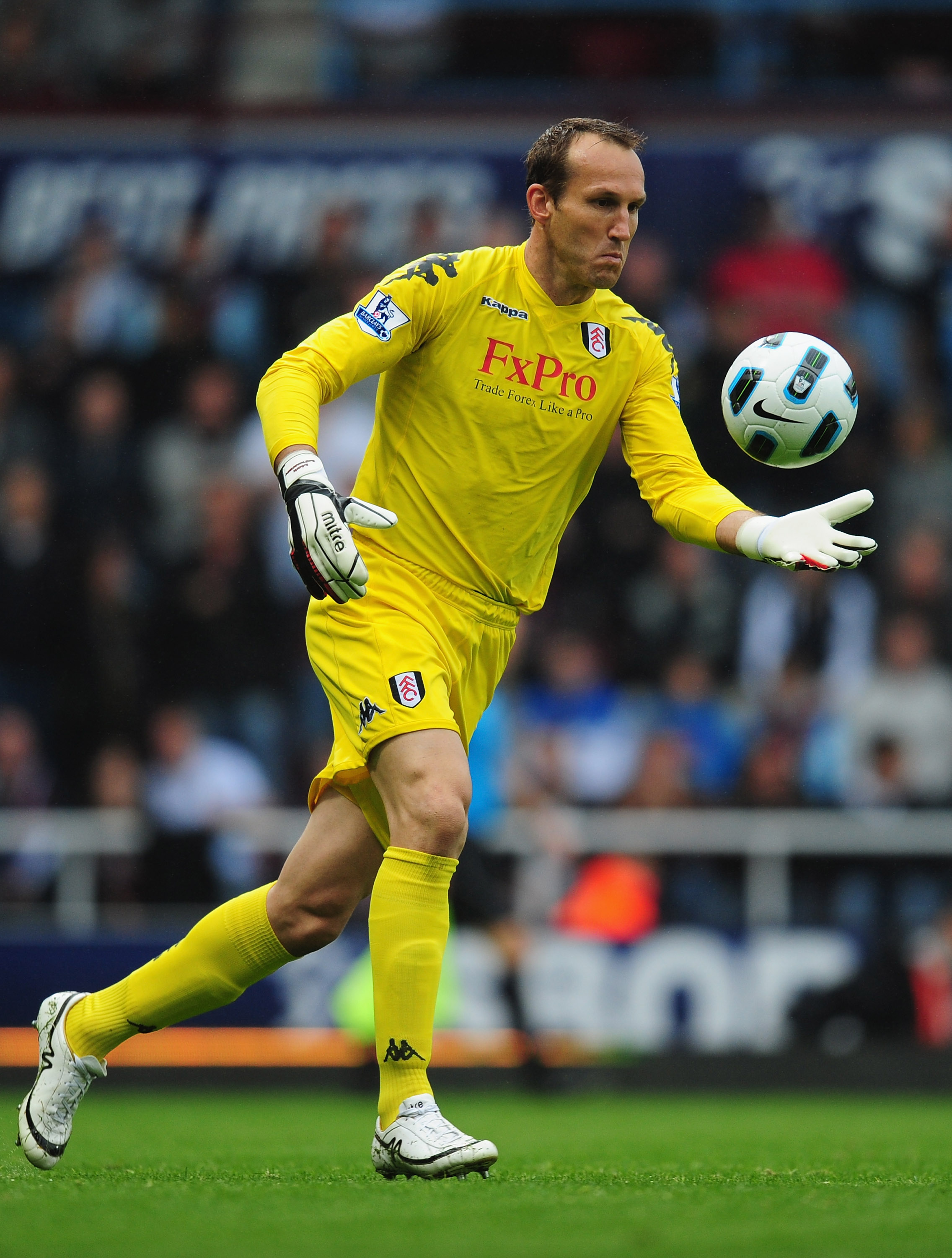 LONDON, ENGLAND - OCTOBER 02:  Mark Schwarzer of Fulham in action during the Barclays Premier League match between West Ham United and Fulham at Boleyn Ground on October 2, 2010 in London, England.  (Photo by Mike Hewitt/Getty Images)