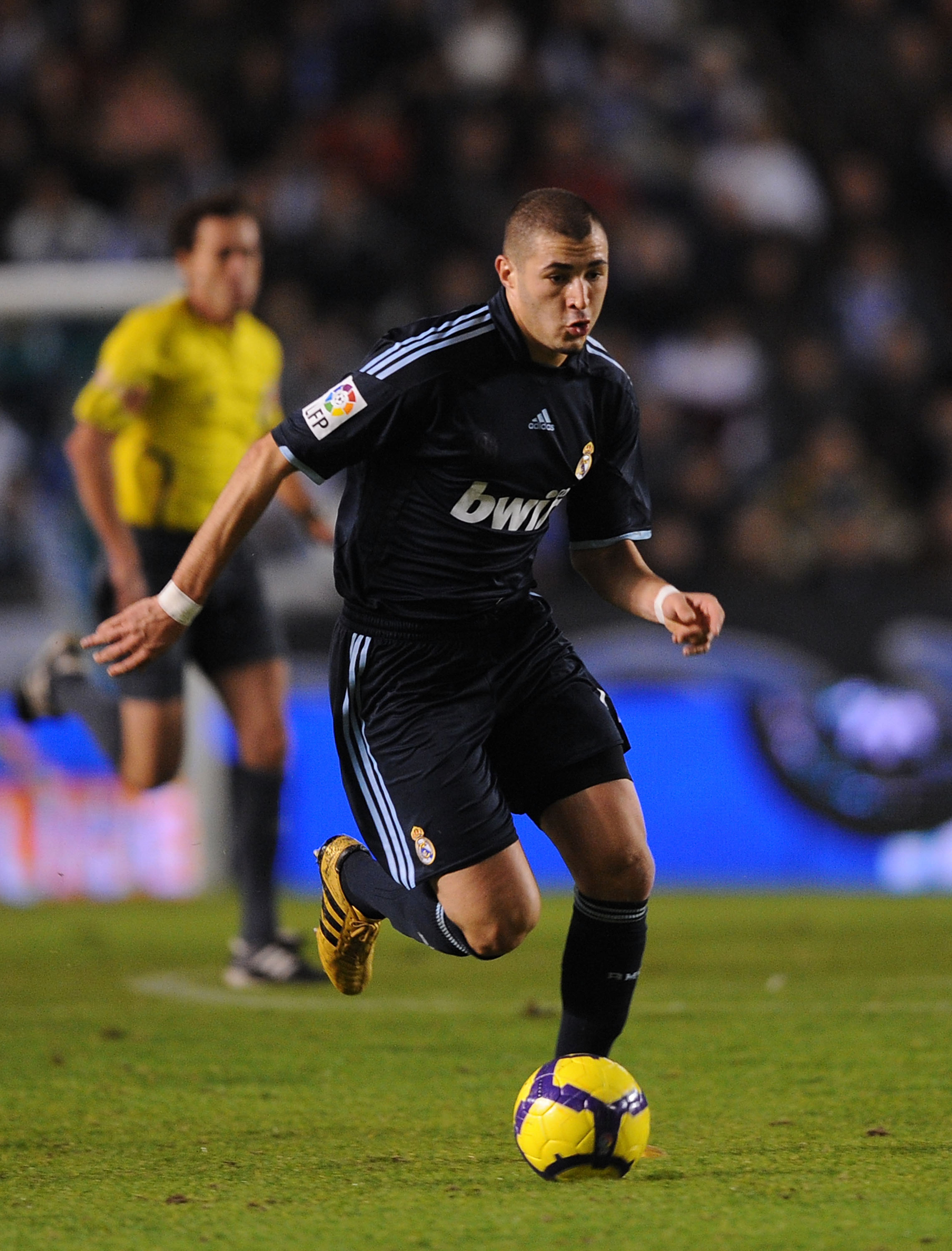 LA CORUNA, SPAIN - JANUARY 30:  Karim Benzema of Real Madrid in action during the La Liga match between Real Madrid and Deportivo La Coruna at the Riazor Stadium on January 30, 2010 in La Coruna, Spain.  (Photo by Denis Doyle/Getty Images)