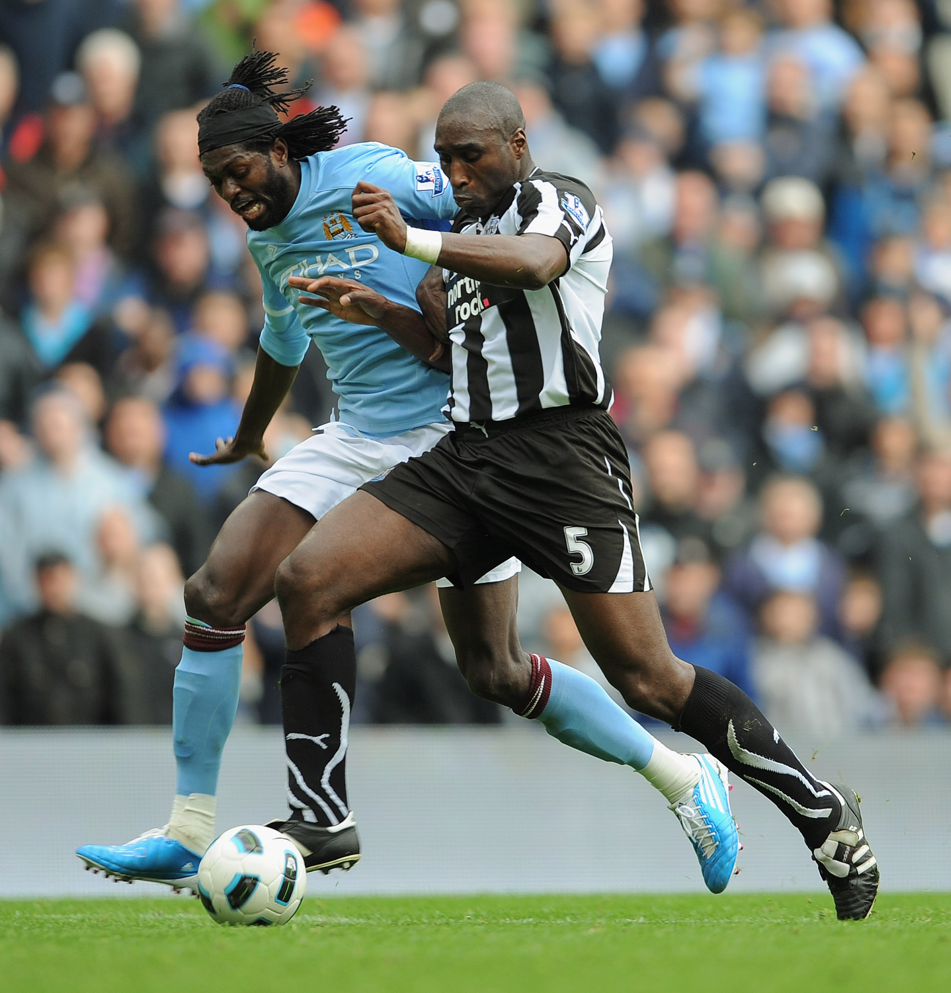 MANCHESTER, ENGLAND - OCTOBER 03:  Emmanuel Adebayor of Manchester City in action with Sol Campbell of Newcastle during the Barclays Premier League match between Manchester City and Newcastle United at the City of Manchester Stadium on October 3, 2010 in