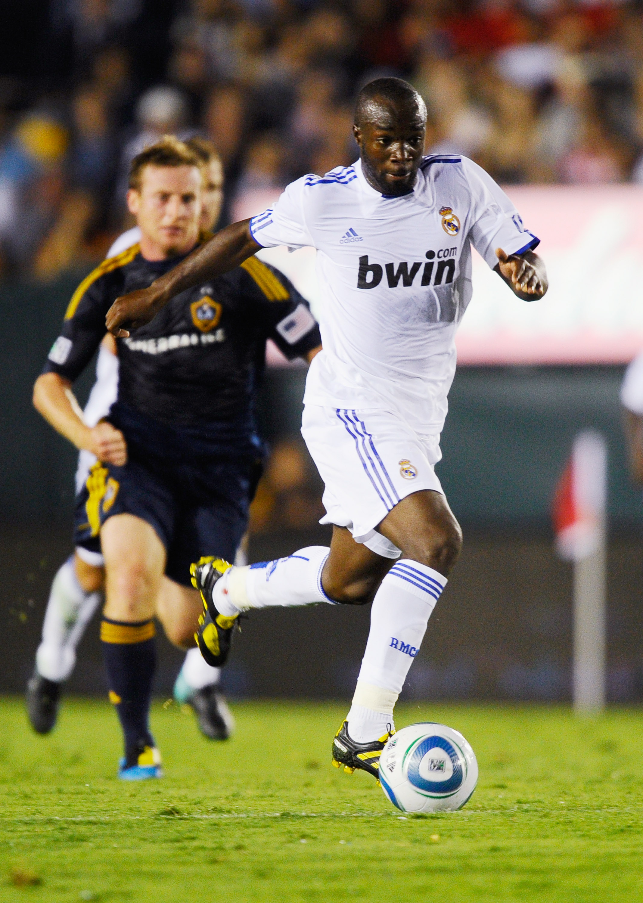 PASADENA, CA - AUGUST 07: Lassana Diarra #10 of Real Madrid during the pre-season friendly soccer match against Los Angeles Galaxy on August 7, 2010 at the Rose Bowl in Pasadena, California. Real Madrid will travel back to Spain after the soccer match com