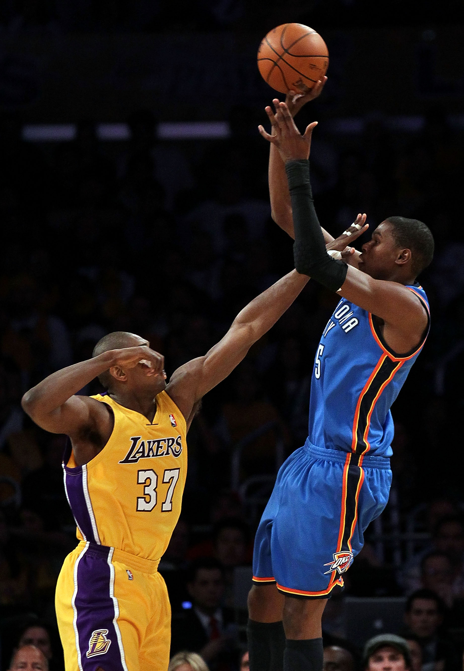 LOS ANGELES, CA - APRIL 27:  Kevin Durant #35 of the Oklahoma City Thunder shoots over Ron Artest #35 of the Los Angeles Lakers during Game Five of the Western Conference Quarterfinals of the 2010 NBA Playoffs at Staples Center on April 27, 2010 in Los An