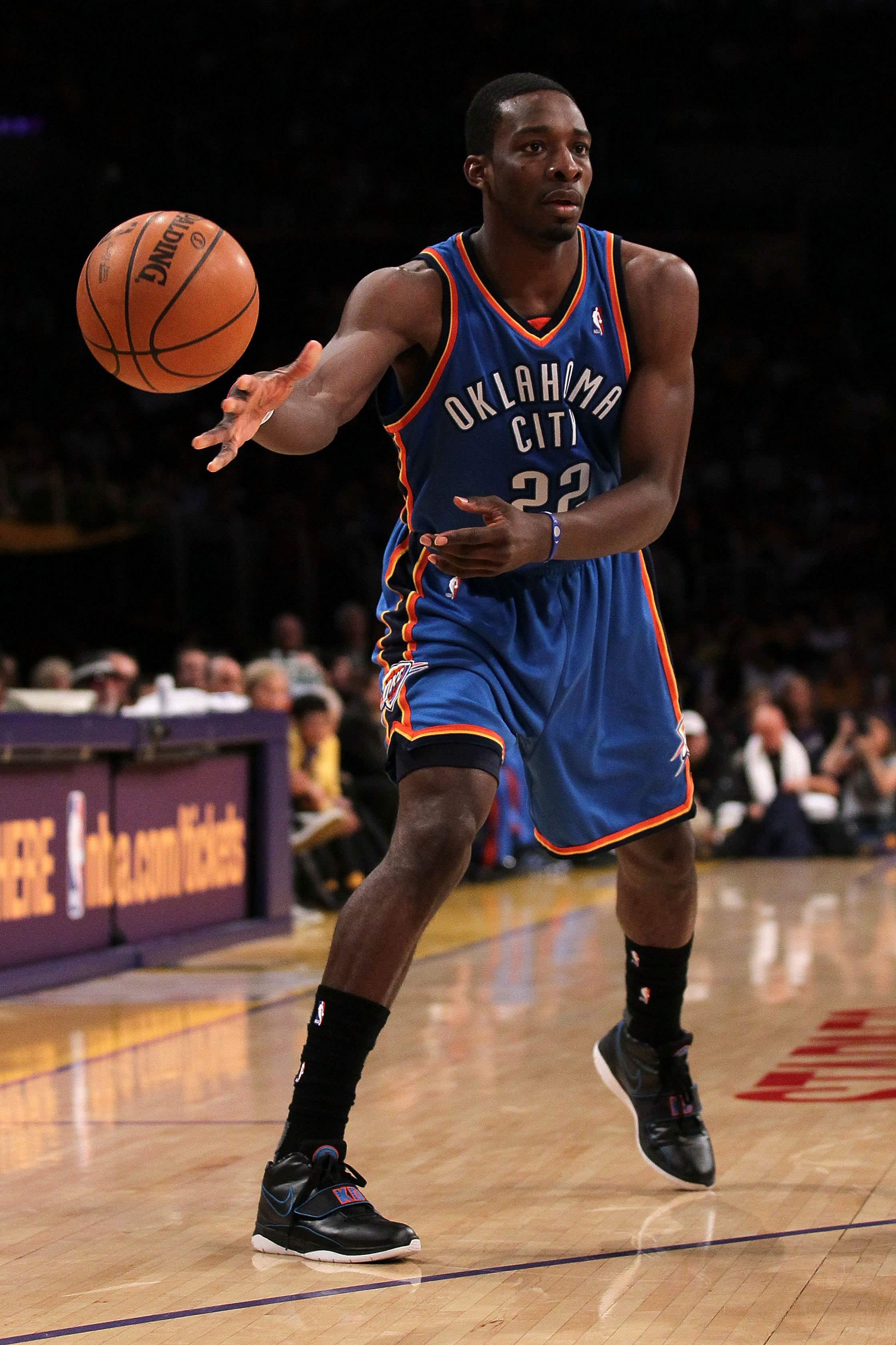 LOS ANGELES, CA - APRIL 27:  Jeff Green #22 of the Oklahoma City Thunder passes the ball while taking on the Los Angeles Lakers during Game Five of the Western Conference Quarterfinals of the 2010 NBA Playoffs at Staples Center on April 27, 2010 in Los An