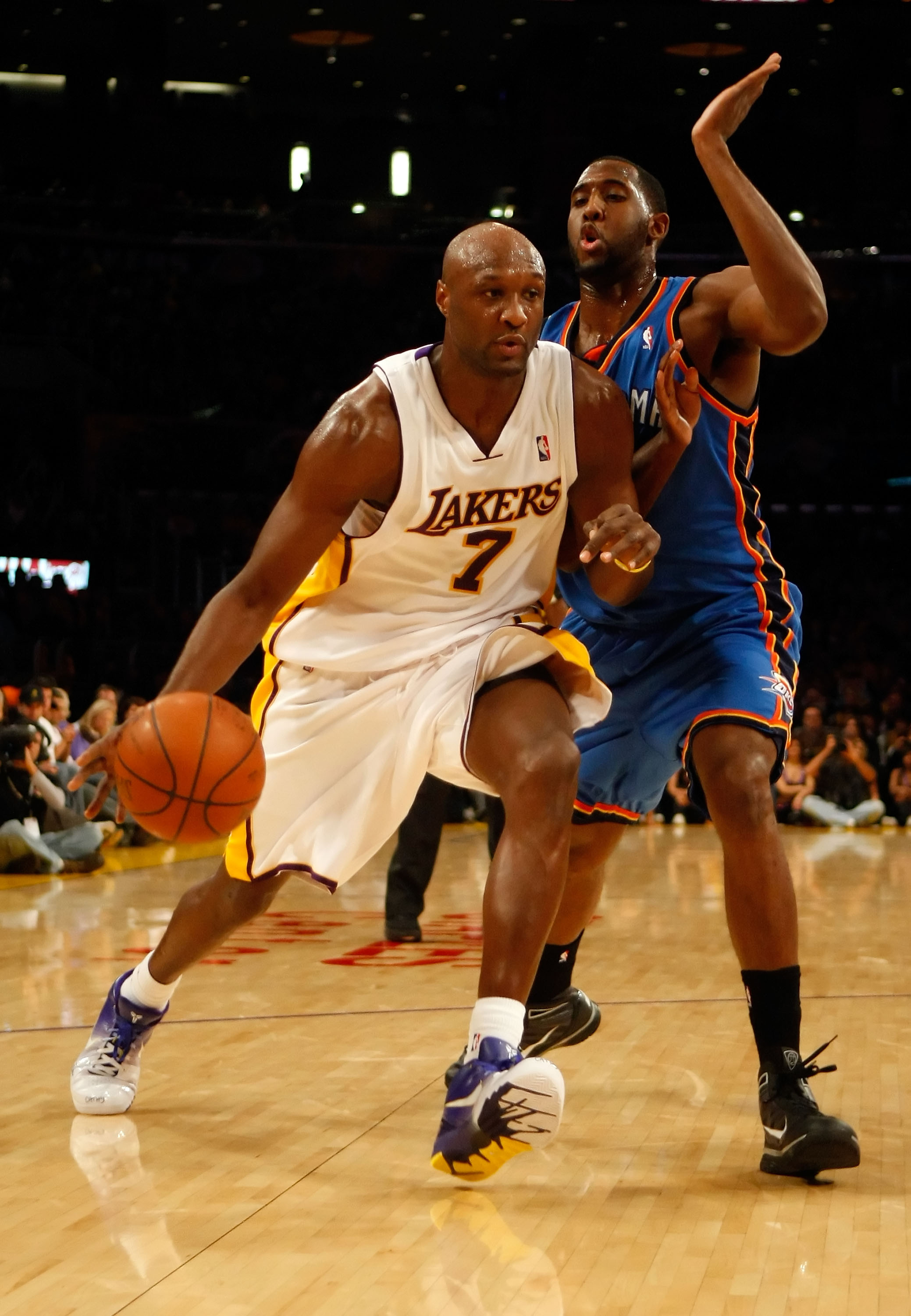 LOS ANGELES, CA - NOVEMBER 22:  Lamar Odom #7 of the Los Angeles Lakers drives to the basket past D.J. White #3 of the Oklahoma City Thunder in the second half at Staples Center on November 22, 2009 in Los Angeles, California. The Lakers defeated the Thun