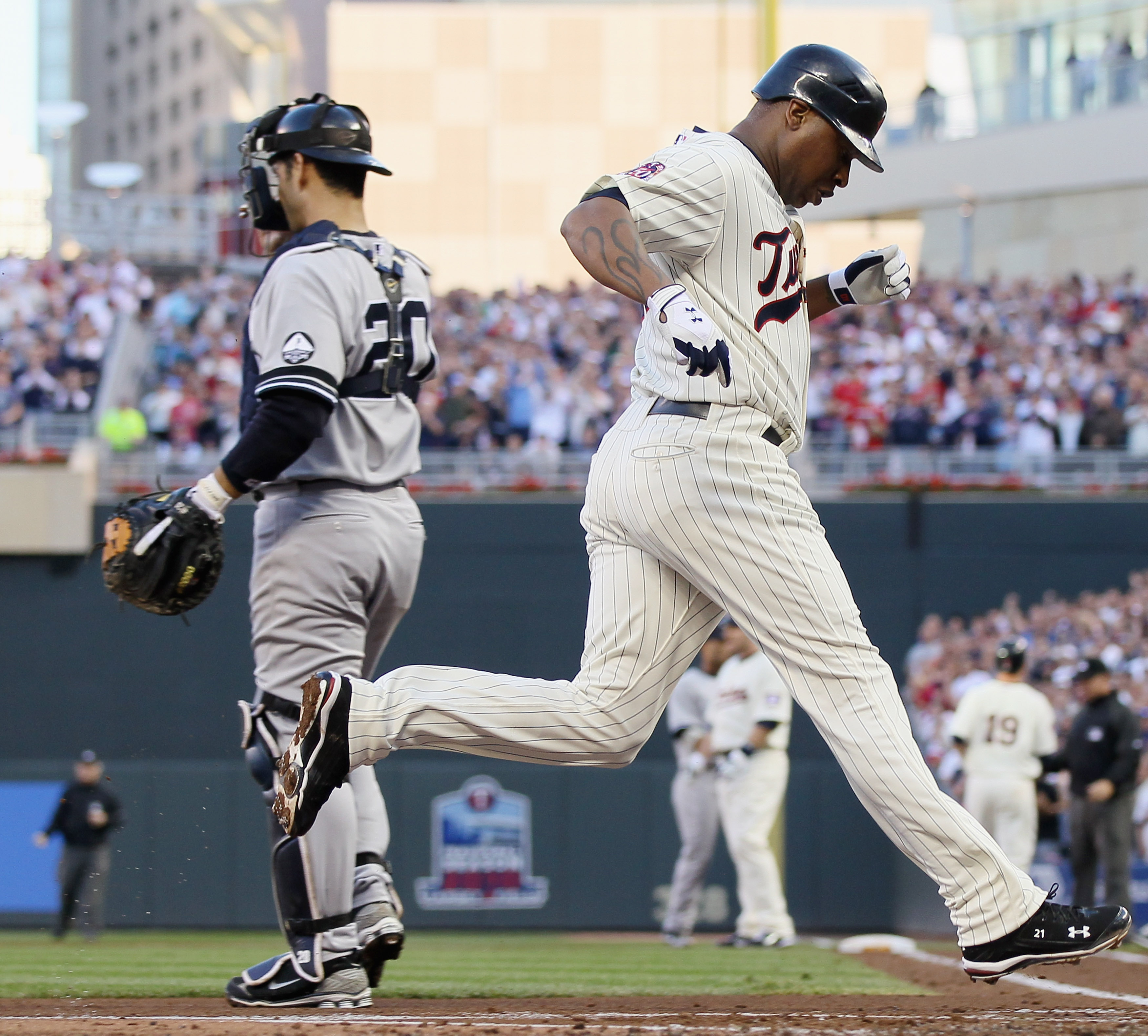 MINNEAPOLIS - OCTOBER 07:  Delmon Young #21 of the Minnesota Twins scores a run past Jorge Posada #20 of the New York Yankees during game two of the ALDS on October 7, 2010 at Target Field in Minneapolis, Minnesota.  (Photo by Elsa/Getty Images)