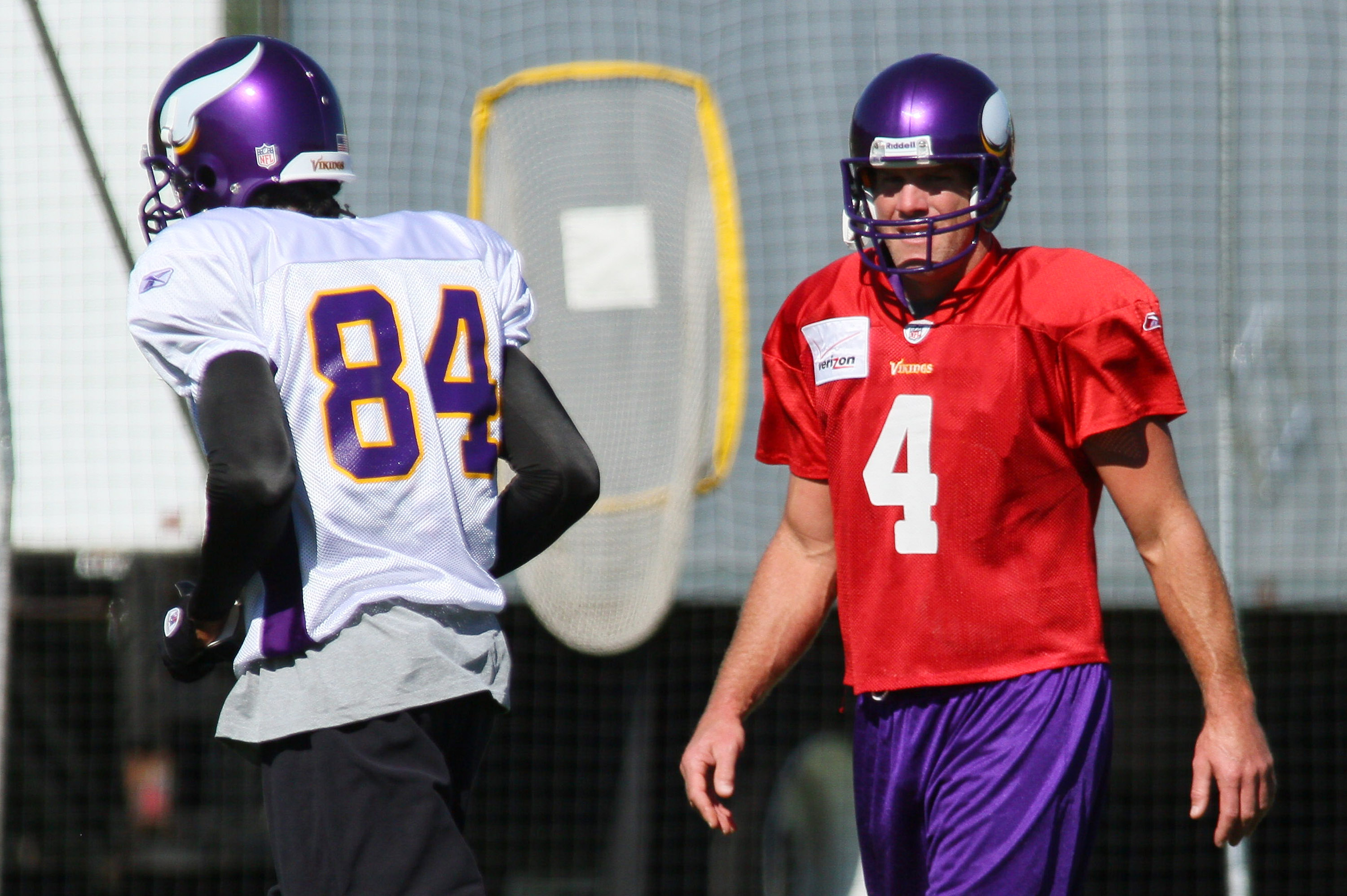 EDEN PRAIRIE, MN - OCTOBER 7:  Wide receiver Randy Moss #84 of the Minnesota Vikings runs past quarterback Brett Favre #4 while taking his first practice after re-joining the Vikings at Winter Park on October 7, 2010 in Eden Prairie, Minnesota.  (Photo by