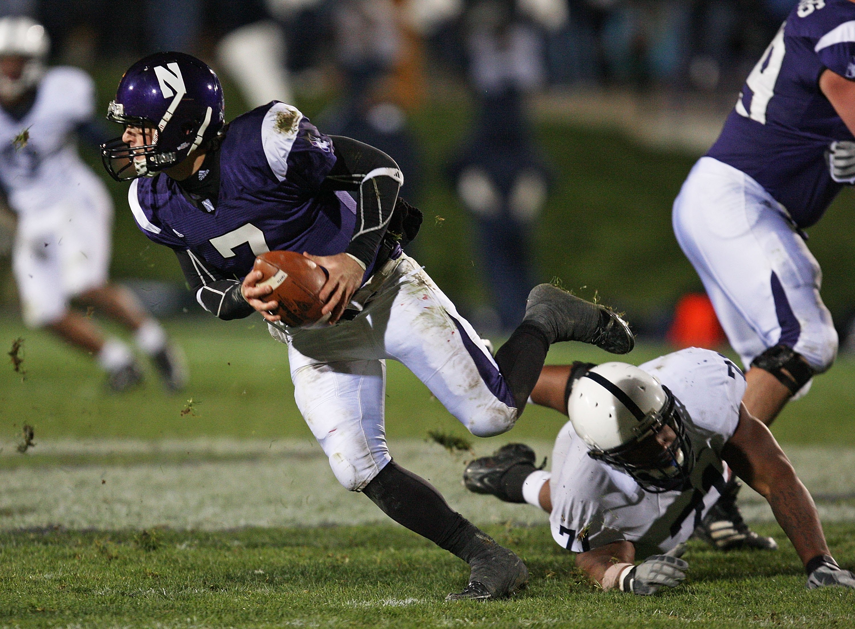 EVANSTON, IL - OCTOBER 31: Dan Persa #7 of the Northwestern Wildcats escapes from Devon Still #71 of the Penn State Nittany Lions at Ryan Field on October 31, 2009 in Evanston, Illinois. Penn State defeated Northwestern 34-13. (Photo by Jonathan Daniel/Ge
