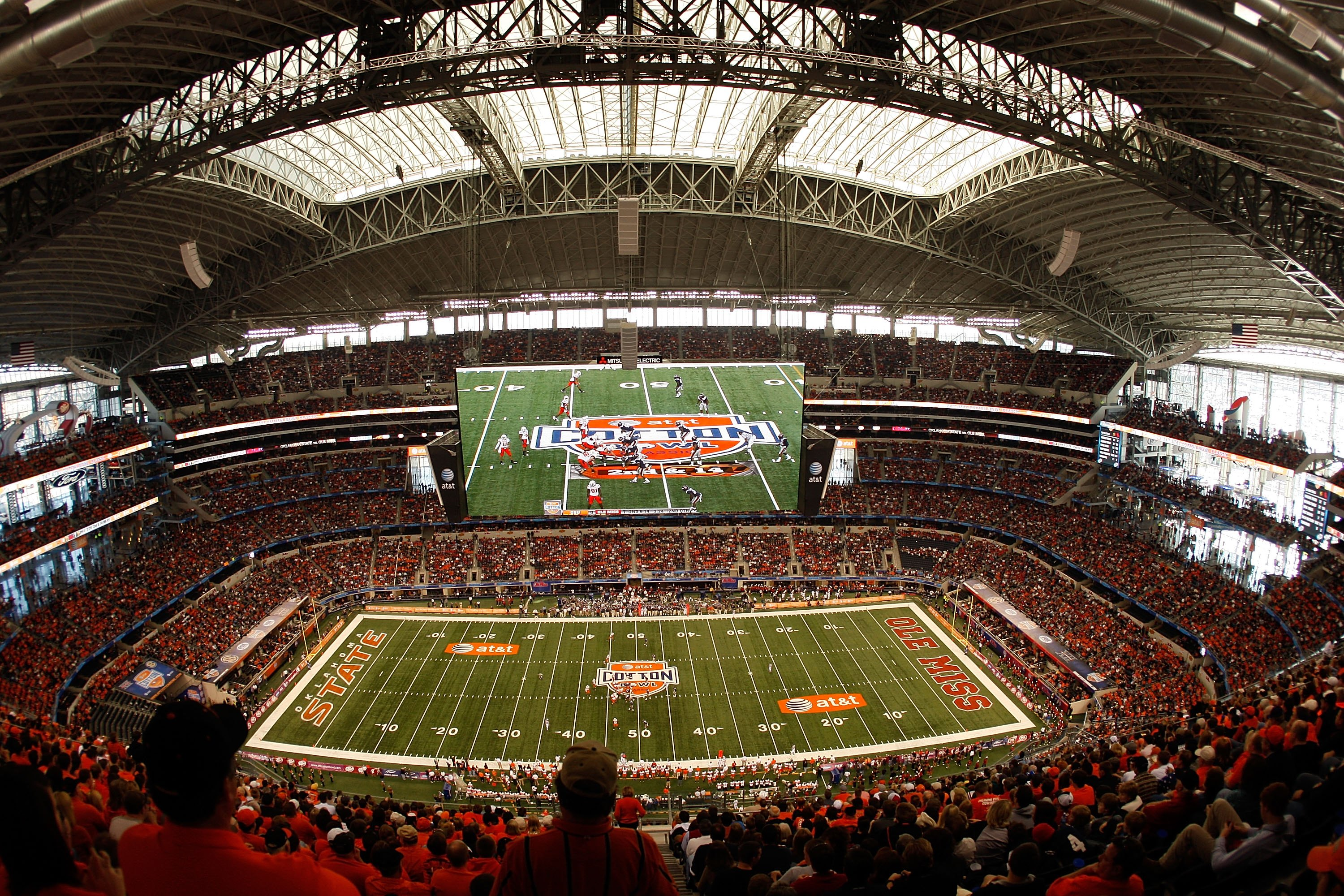 ARLINGTON, TX - JANUARY 02:  A general view of the Mississippi Rebels and the Oklahoma State Cowboys during the AT&T Cotton Bowl on January 2, 2010 at Cowboys Stadium in Arlington, Texas.  (Photo by Ronald Martinez/Getty Images)