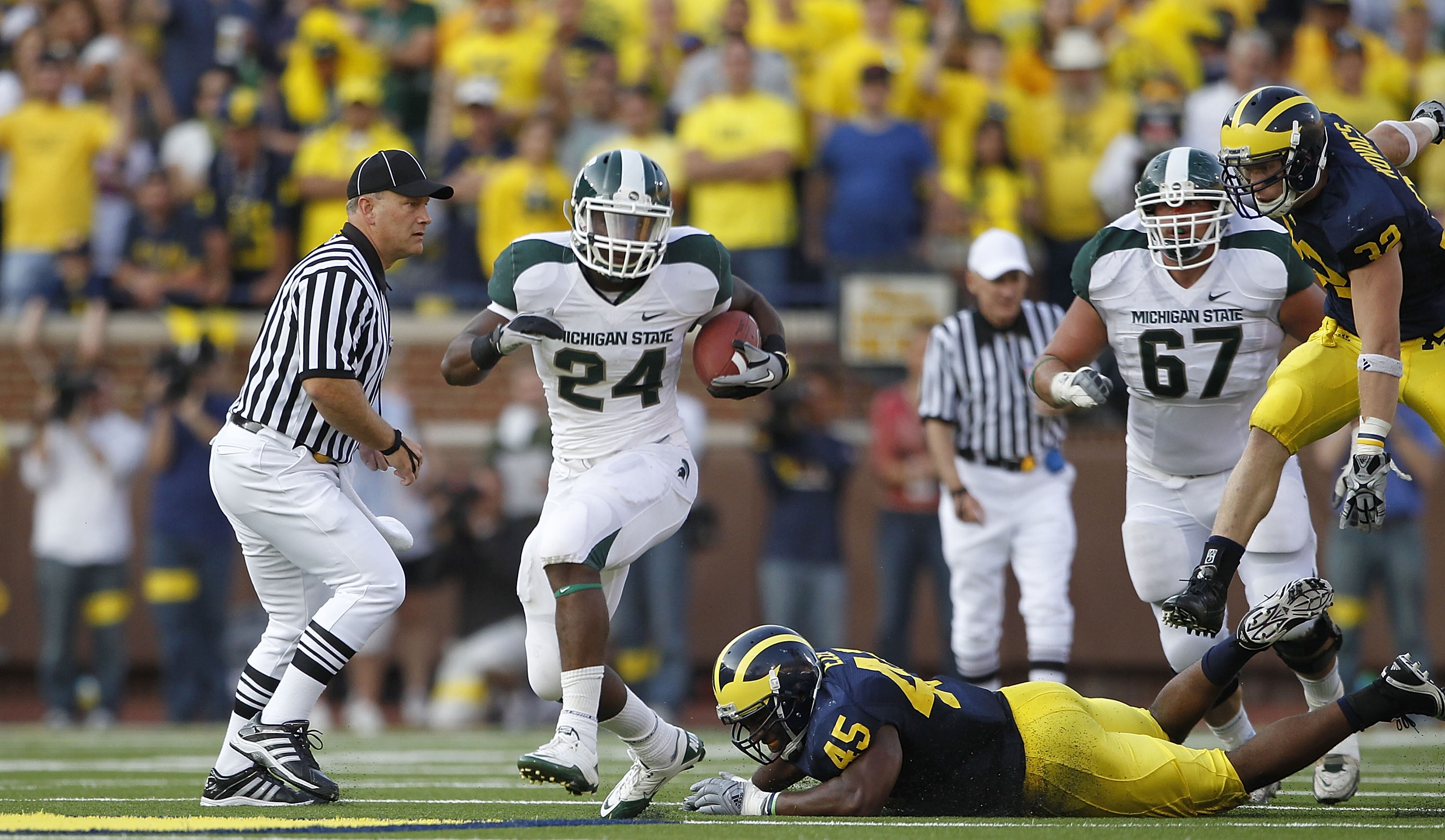 ANN ARBOR, MI - OCTOBER 09:  Le'Veon Bell #24 of the Michigan State Spartans scores on a 41 yard touchdown in the second quarter during the game against the Michigan Wolverines during the game on October 9, 2010 at Michigan Stadium in Ann Arbor, Michigan.