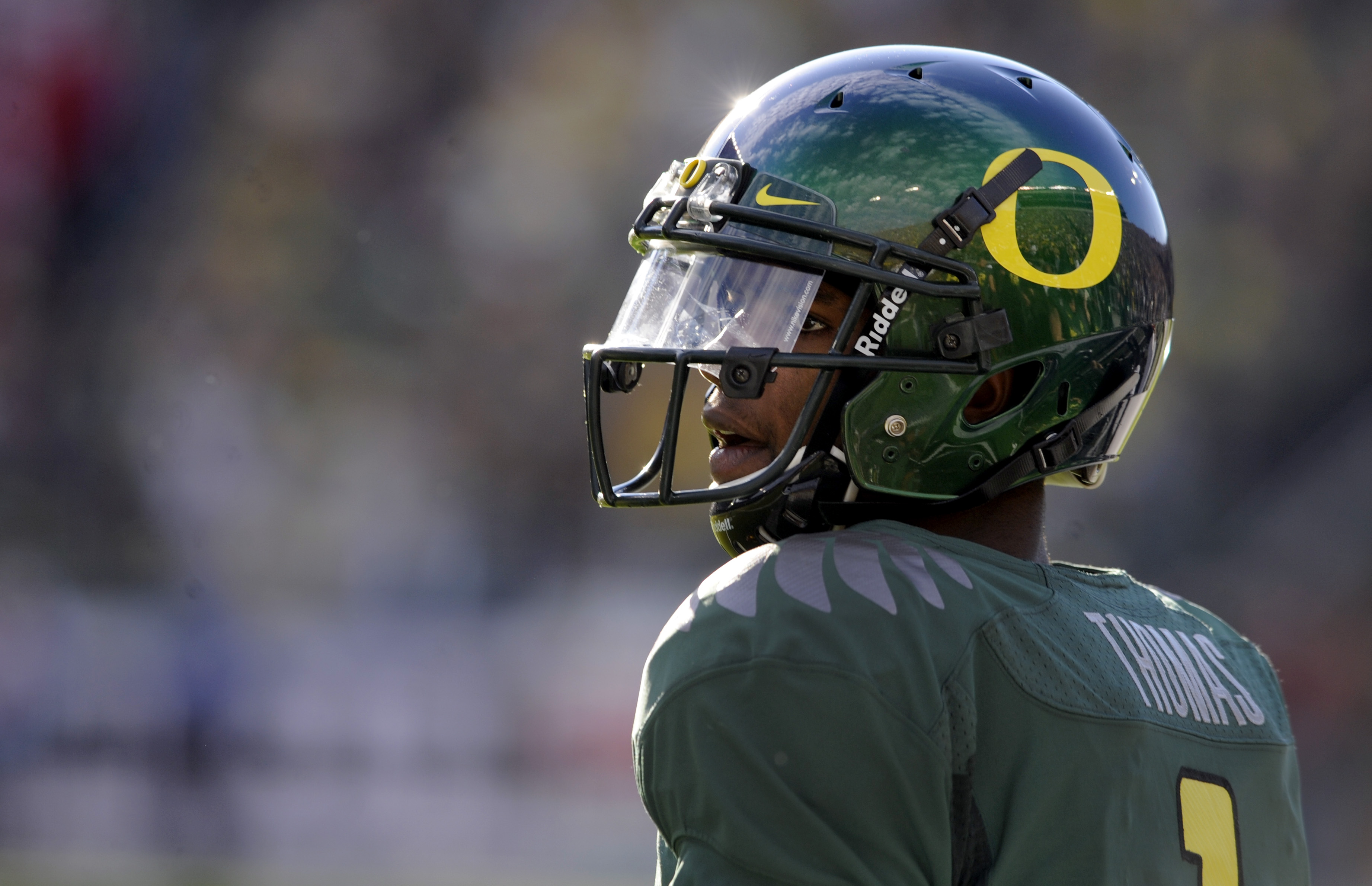 EUGENE, OR - OCTOBER 2: Quarterback Darron Thomas #1 of the Oregon Ducks looks out onto the field before the start of the game against the Stanford Cardinal at Autzen Stadium on October 2, 2010 in Eugene, Oregon. (Photo by Steve Dykes/Getty Images)