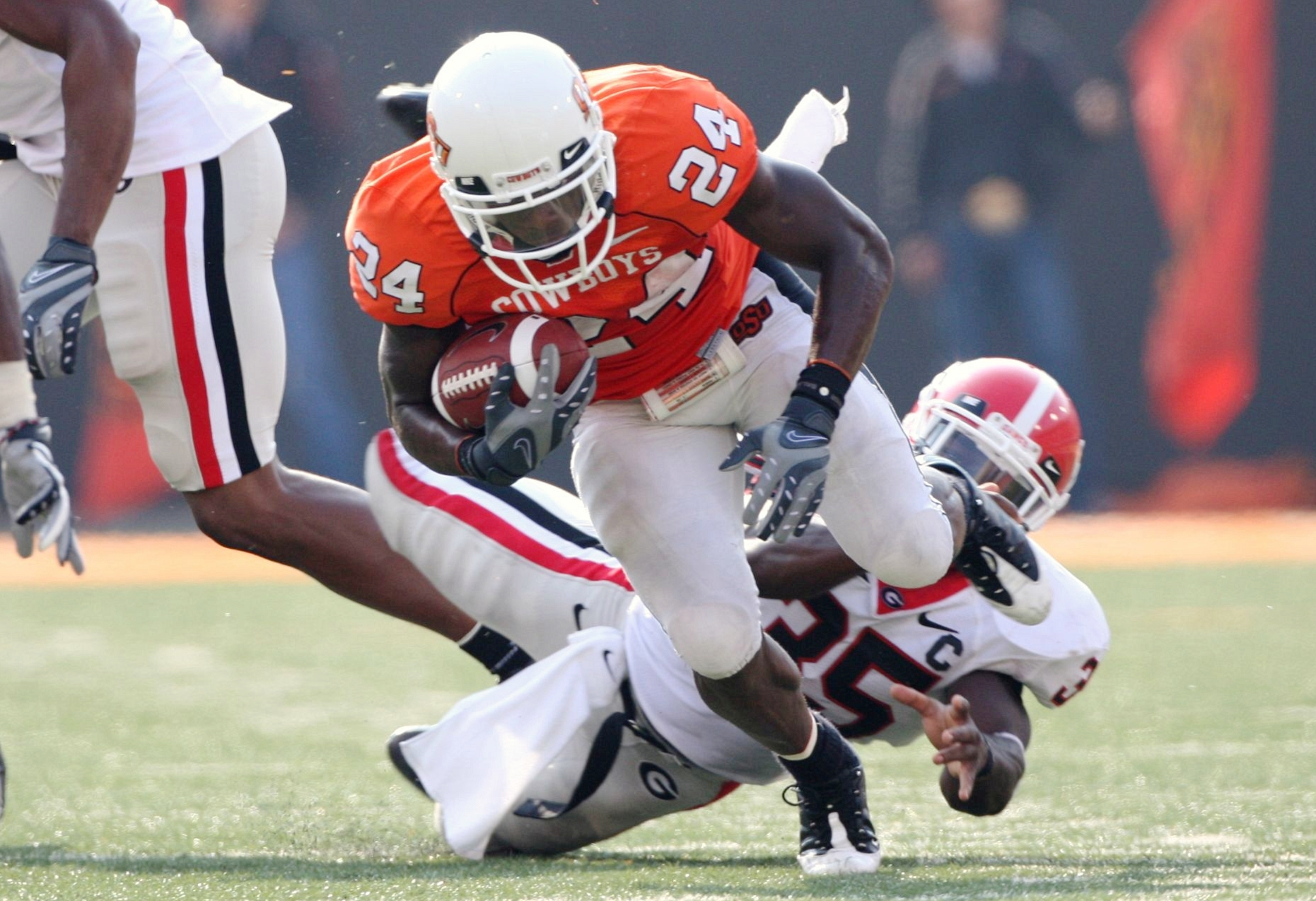 STILLWATER, OK - SEPTEMBER 5: Running back Kendall Hunter #24 of the Oklahoma State Cowboys carries the ball six yards as Rennie Curran #35 of the Georgia Bulldogs tries to stop him during the fourth quarter of the game at Boone Pickens Stadium on Septemb