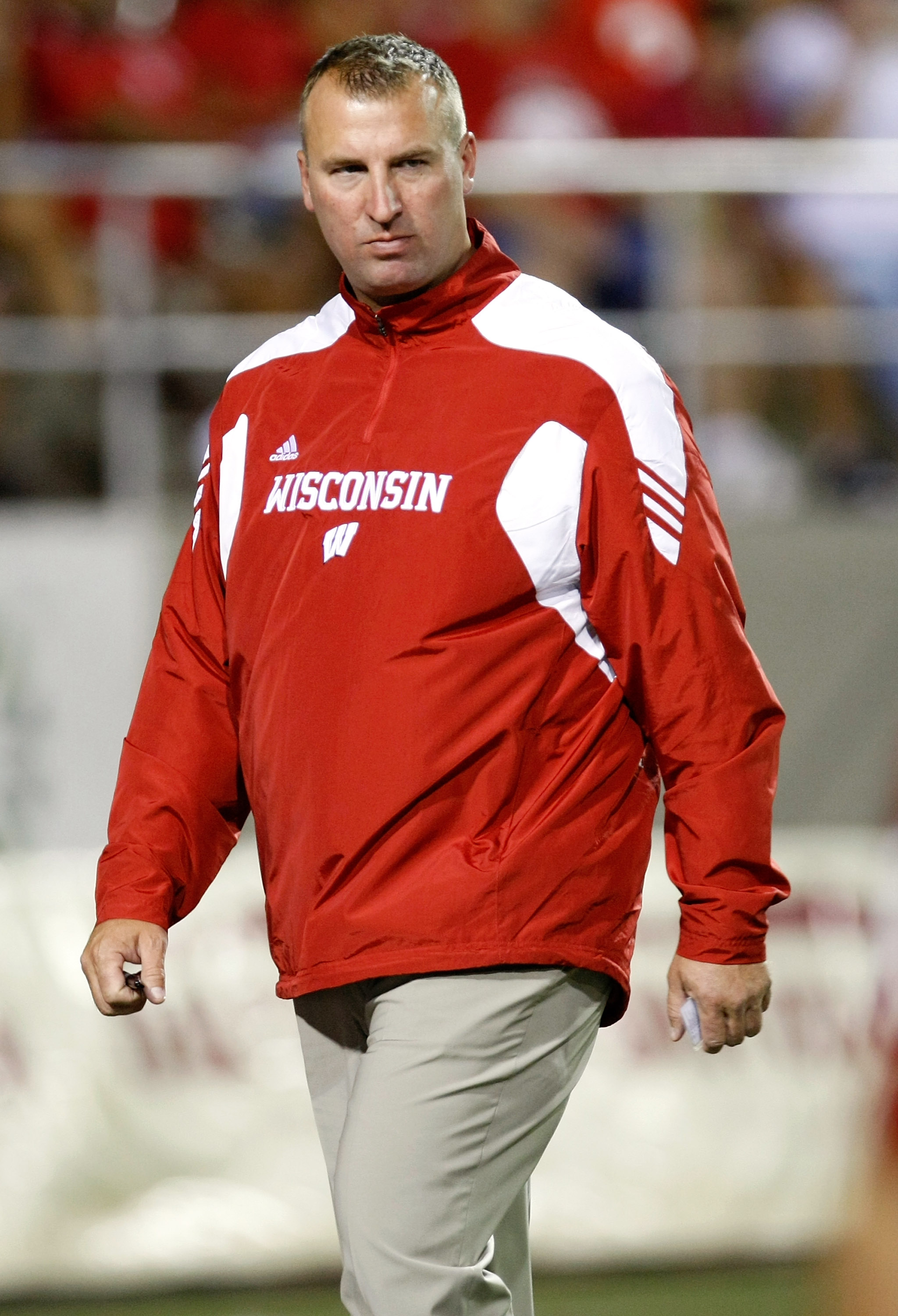 LAS VEGAS - SEPTEMBER 04:  Wisconsin Badgers head coach Bret Bielema watches his team warm up before their game against the UNLV Rebels at Sam Boyd Stadium September 4, 2010 in Las Vegas, Nevada. Wisconsin won 41-21.  (Photo by Ethan Miller/Getty Images)