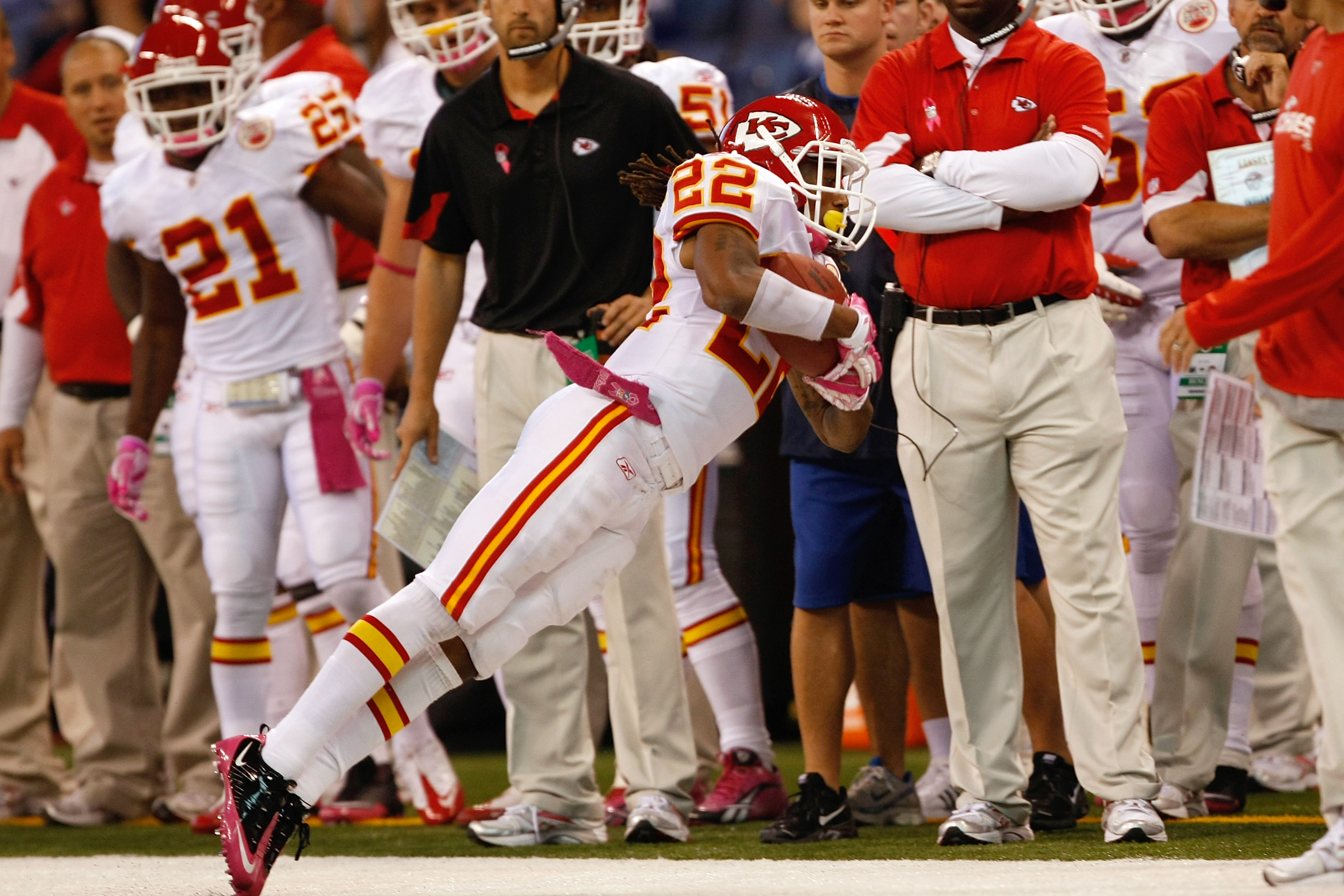 INDIANAPOLIS, IN - OCTOBER 10: Dexter McCluster #22 of the Kansas City Chiefs catches the football against the Indianapolis Colts at Lucas Oil Stadium on October 10, 2010 in Indianapolis, Indiana.  (Photo by Scott Boehm/Getty Images)