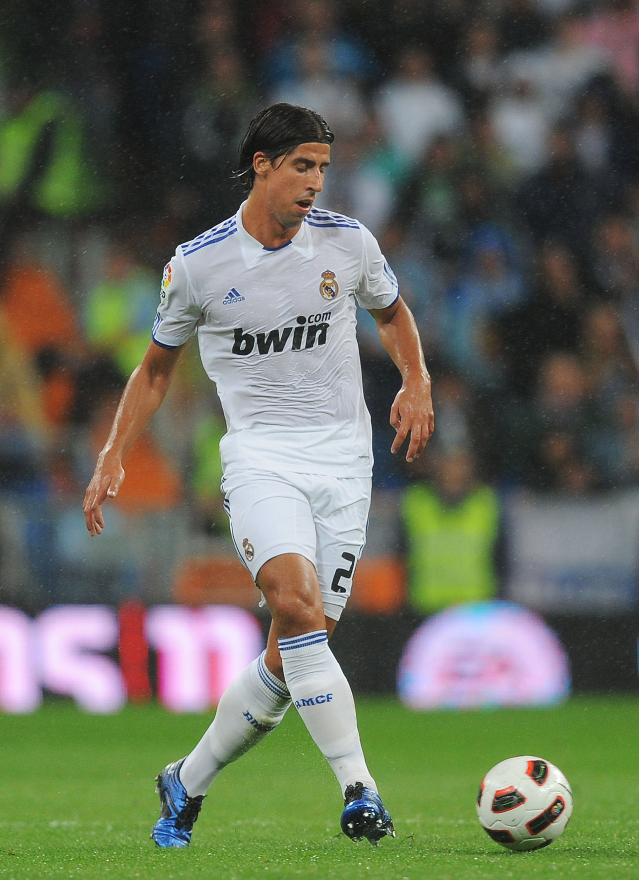 MADRID, SPAIN - OCTOBER 03:  Sami Khedira of Real Madrid in action during the La Liga match between Real Madrid and Deportivo La Coruna at Estadio Santiago Bernabeu on October 3, 2010 in Madrid, Spain.  (Photo by Denis Doyle/Getty Images)