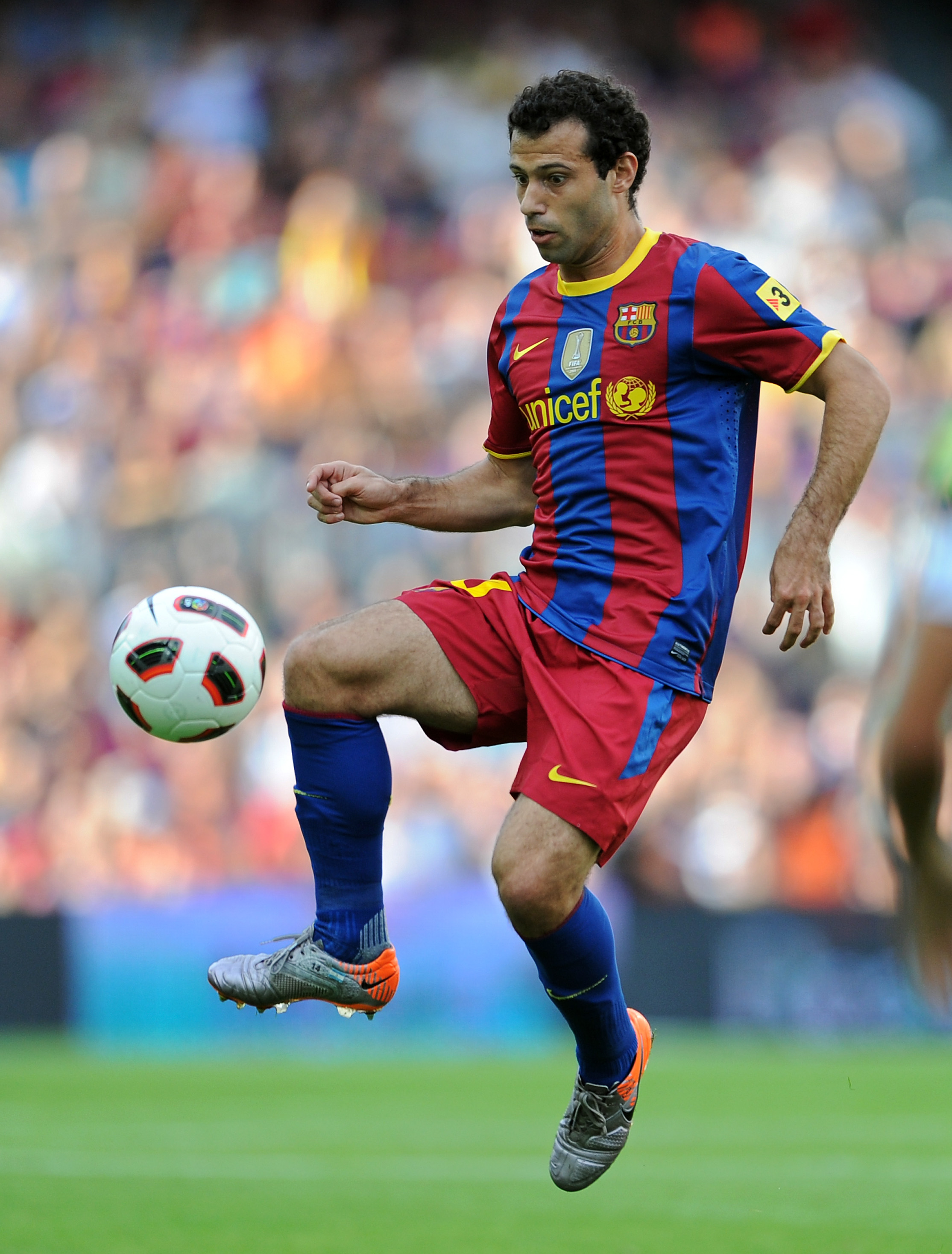 BARCELONA, SPAIN - SEPTEMBER 11:  Javier Mascherano of Barcelona controls the ball during the La Liga match between Barcelona and Hercules at the Camp Nou stadium on September 11, 2010 in Barcelona, Spain. Barcelona lost the match 2-0.  (Photo by Jasper J