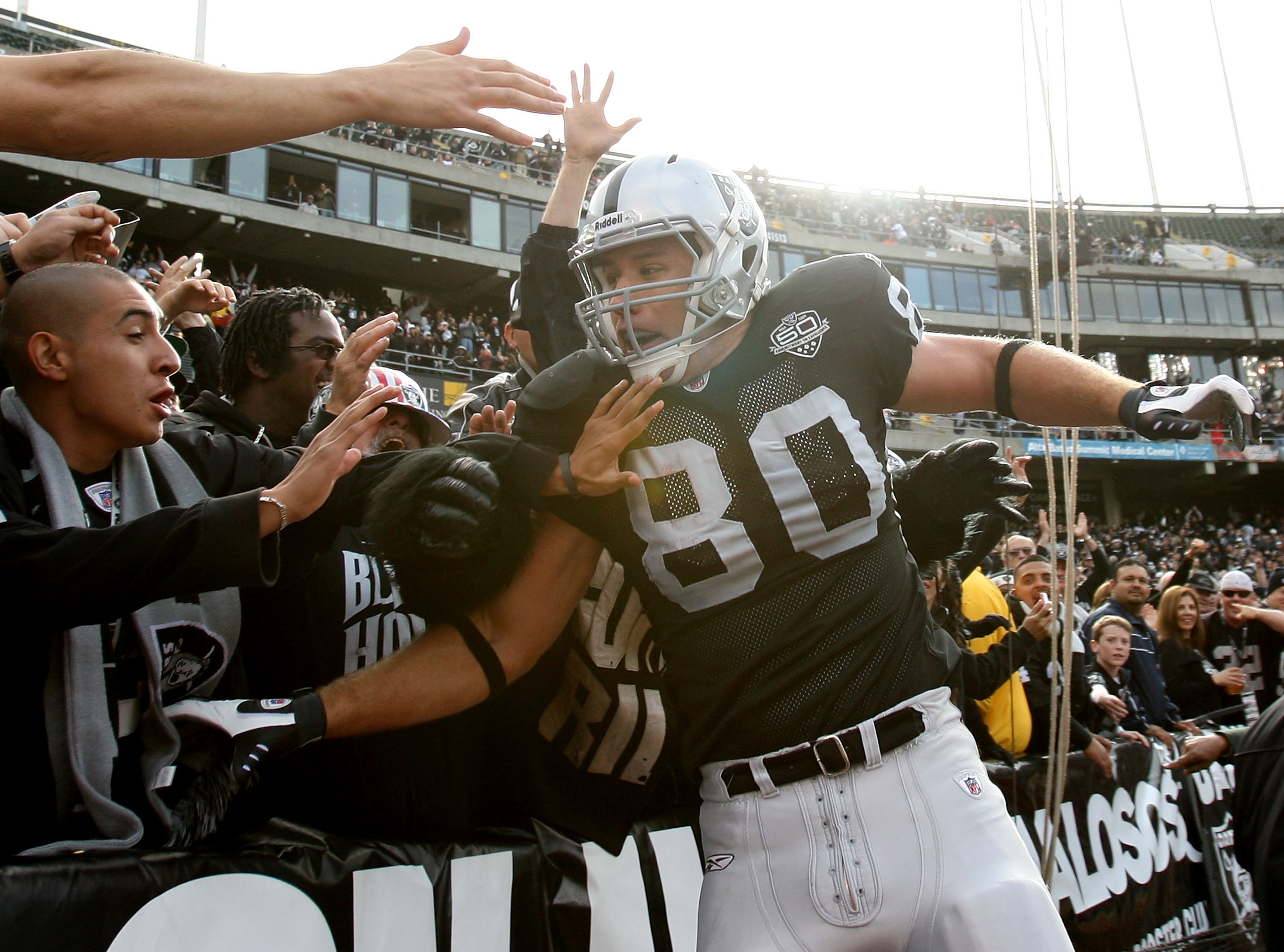OAKLAND, CA - NOVEMBER 22:  Zach Miller #80 of the Oakland Raiders celebrates after scoring a touchdown in the second quarter against the Cincinnati Bengals during an NFL game at Oakland-Alameda County Coliseum on November 22, 2009 in Oakland, California.