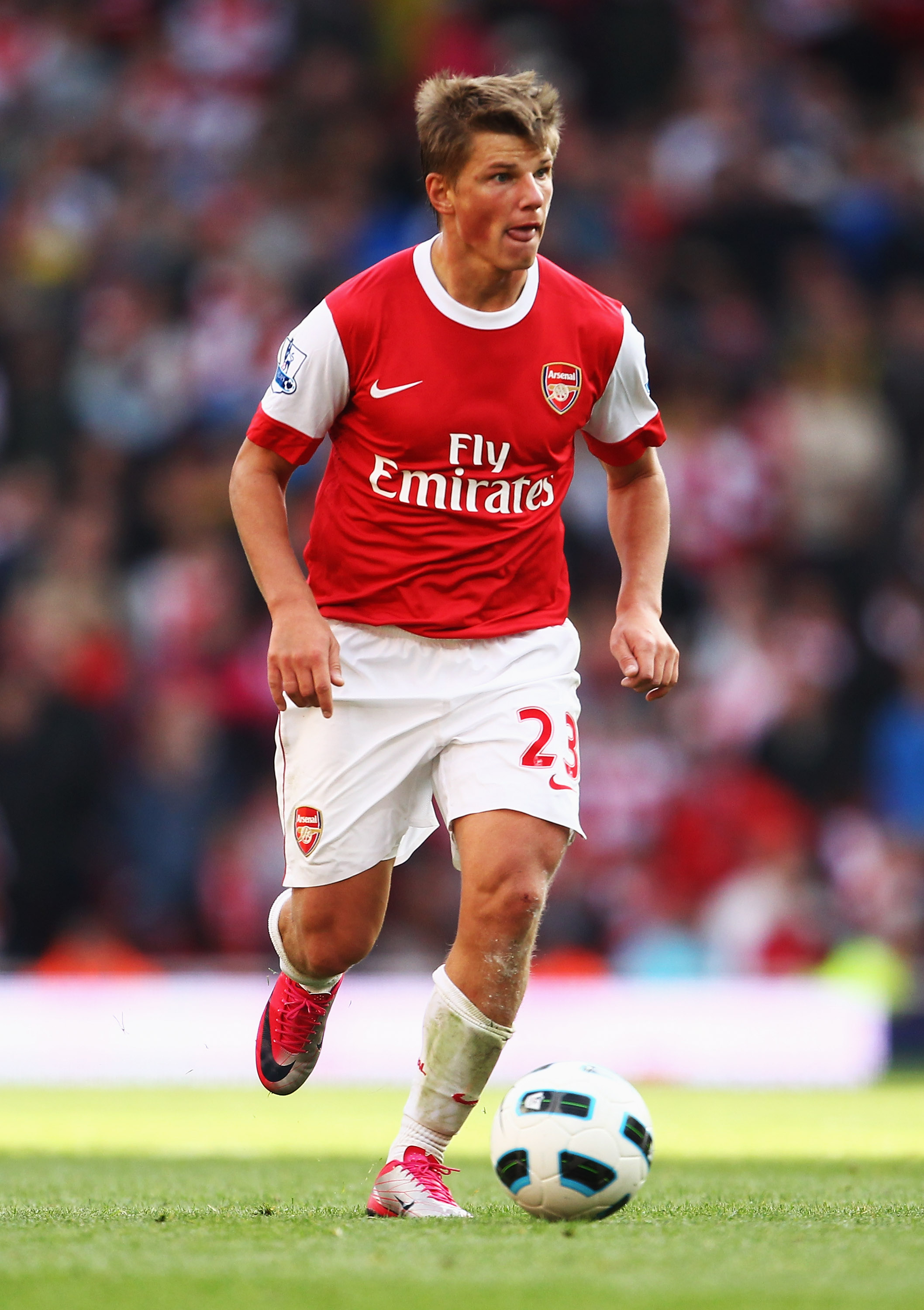 LONDON, ENGLAND - SEPTEMBER 25:  Andrey Arshavin  of Arsenal in action during the Barclays Premier League match between Arsenal and West Bromwich Albion at the Emirates Stadium on September 25, 2010 in London, England.  (Photo by Julian Finney/Getty Image