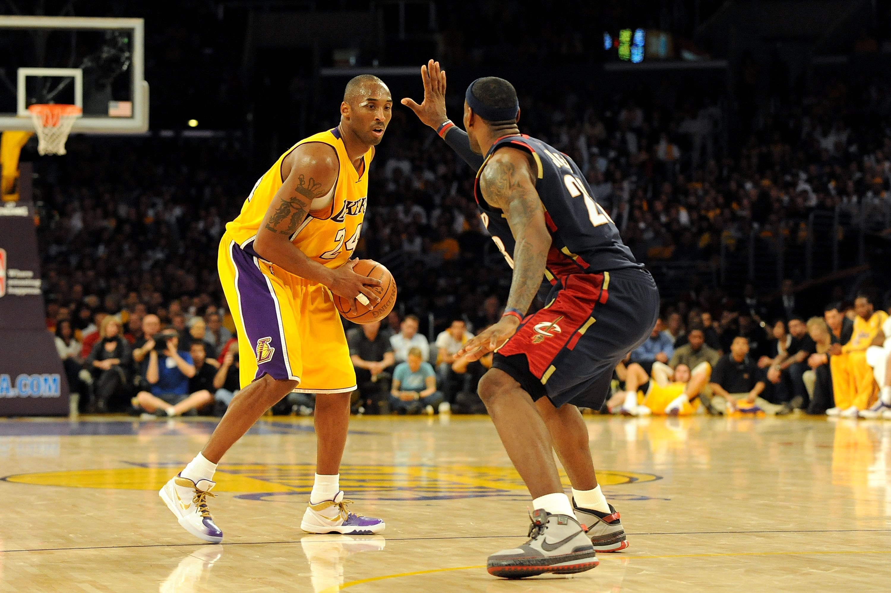 a1390c833 Kobe Bryant Vs. LeBron James and 9 Other NBA 1-On-1 Matchups We d ...