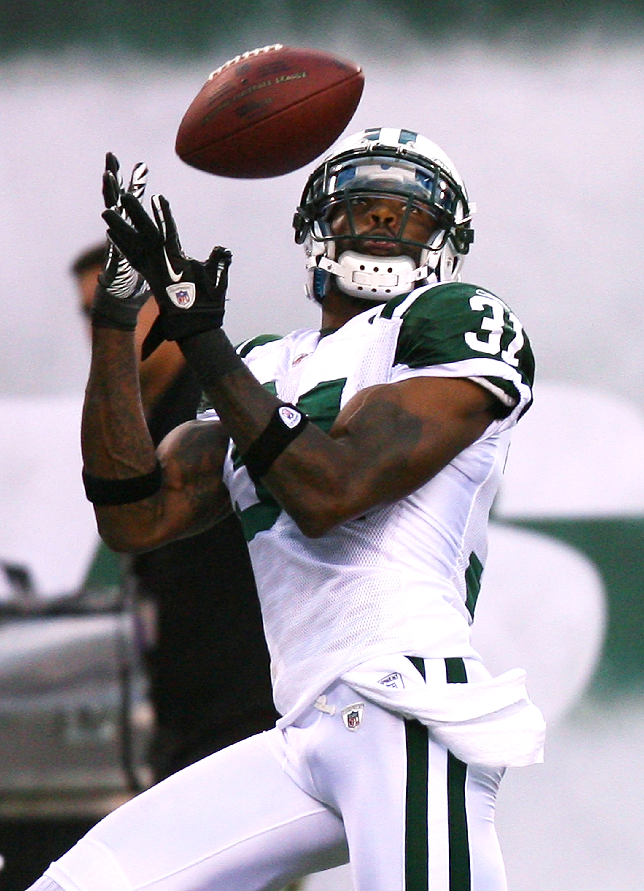 EAST RUTHERFORD, NJ - SEPTEMBER 19:  Antonio Cromartie #31 of the New York Jets intercepts a pass from Tom Brady of the New England Patriots intended for Randy Moss at the New Meadowlands Stadium on September 19, 2010 in East Rutherford, New Jersey.  (Pho