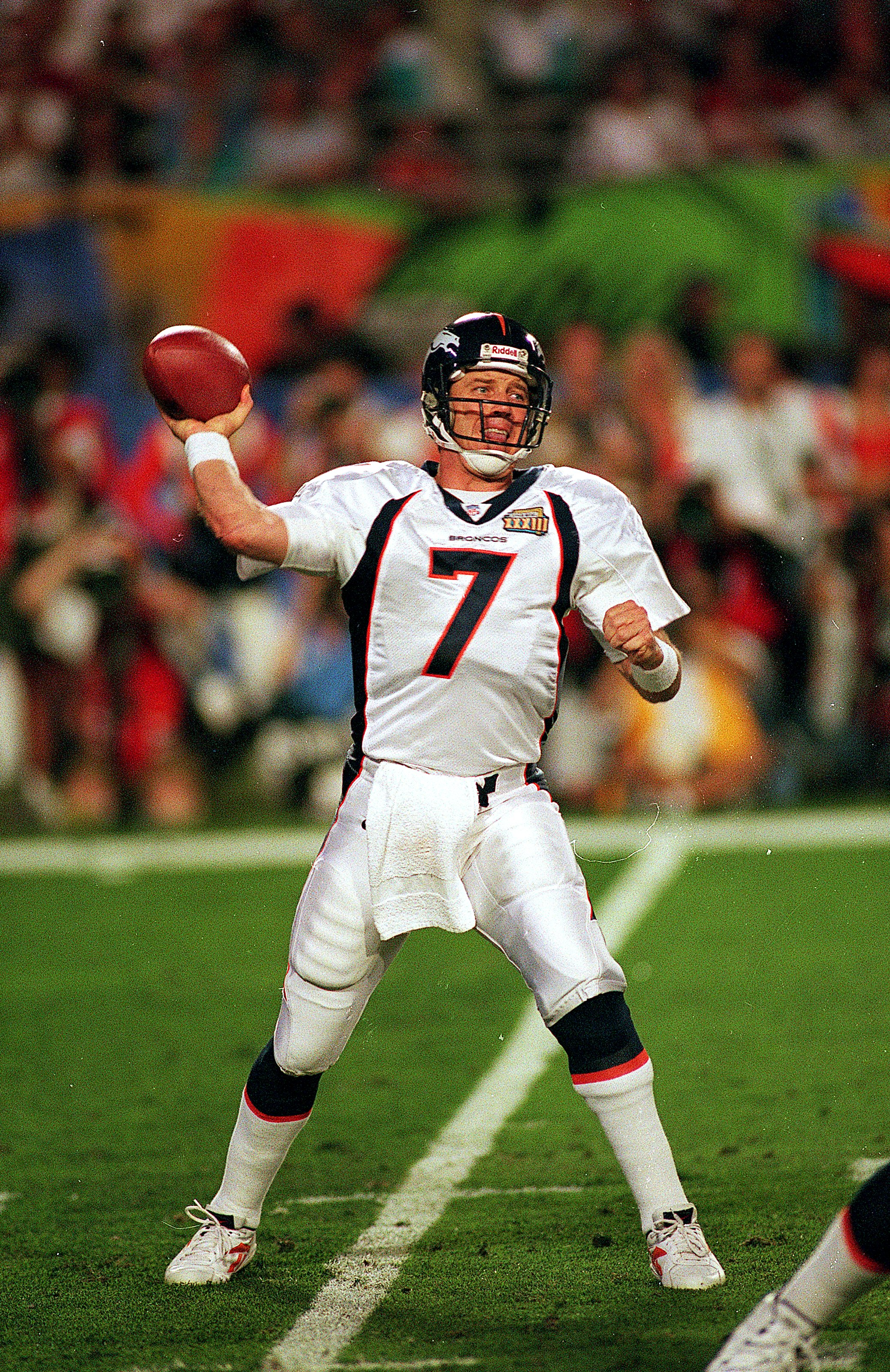 31 Jan 1999:   John Elway #7 of the Denver Broncos passes the ball during Superbowl XXXIII against the Atlanta Falcons at the Pro Player Stadium in Miami, Florida. The Broncos defeated the Falcons 34-19. Mandatory Credit: Rick Stewart  /Allsport