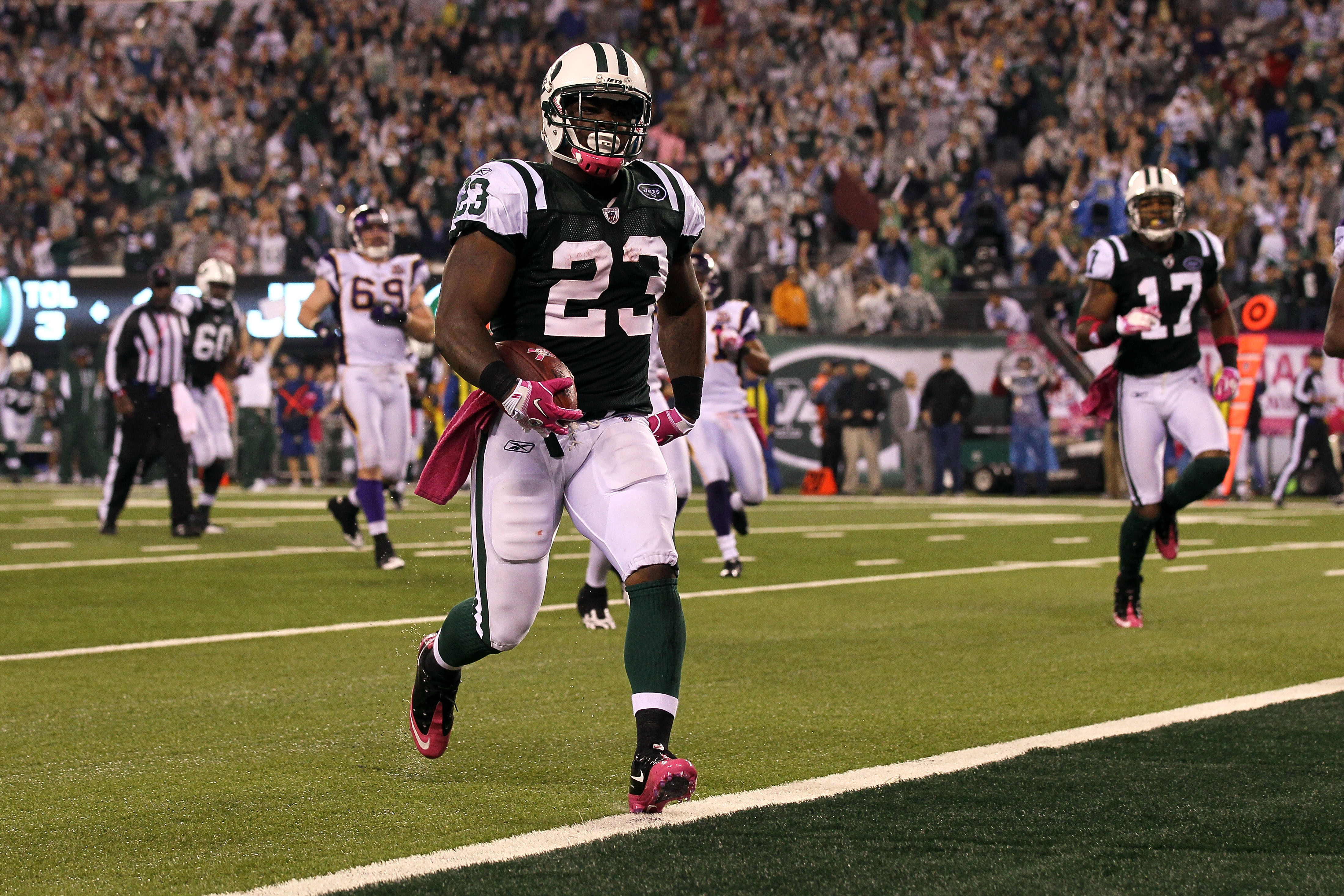 EAST RUTHERFORD, NJ - OCTOBER 11:  Shonn Green #23 of the New York Jets runs for a 23-yard rushing touchdown in the fourth quarter against the Minnesota Vikings at New Meadowlands Stadium on October 11, 2010 in East Rutherford, New Jersey.  (Photo by Jim