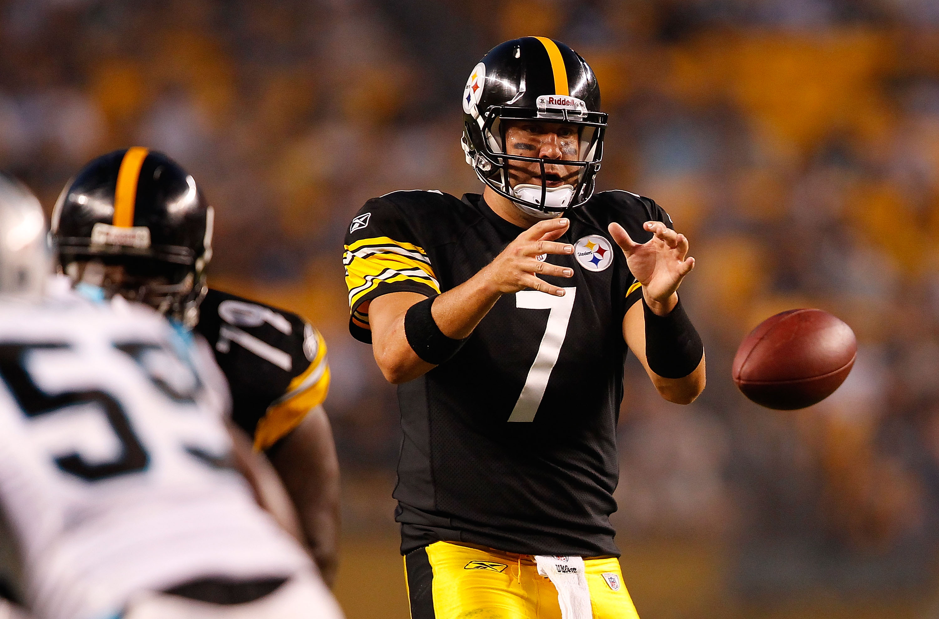 PITTSBURGH - SEPTEMBER 02: Ben Roethlisberger #7 of the Pittsburgh Steelers drops back to pass against the Carolina Panthers during the preseason game on September 2, 2010 at Heinz Field in Pittsburgh, Pennsylvania. (Photo by Jared Wickerham/Getty Images)
