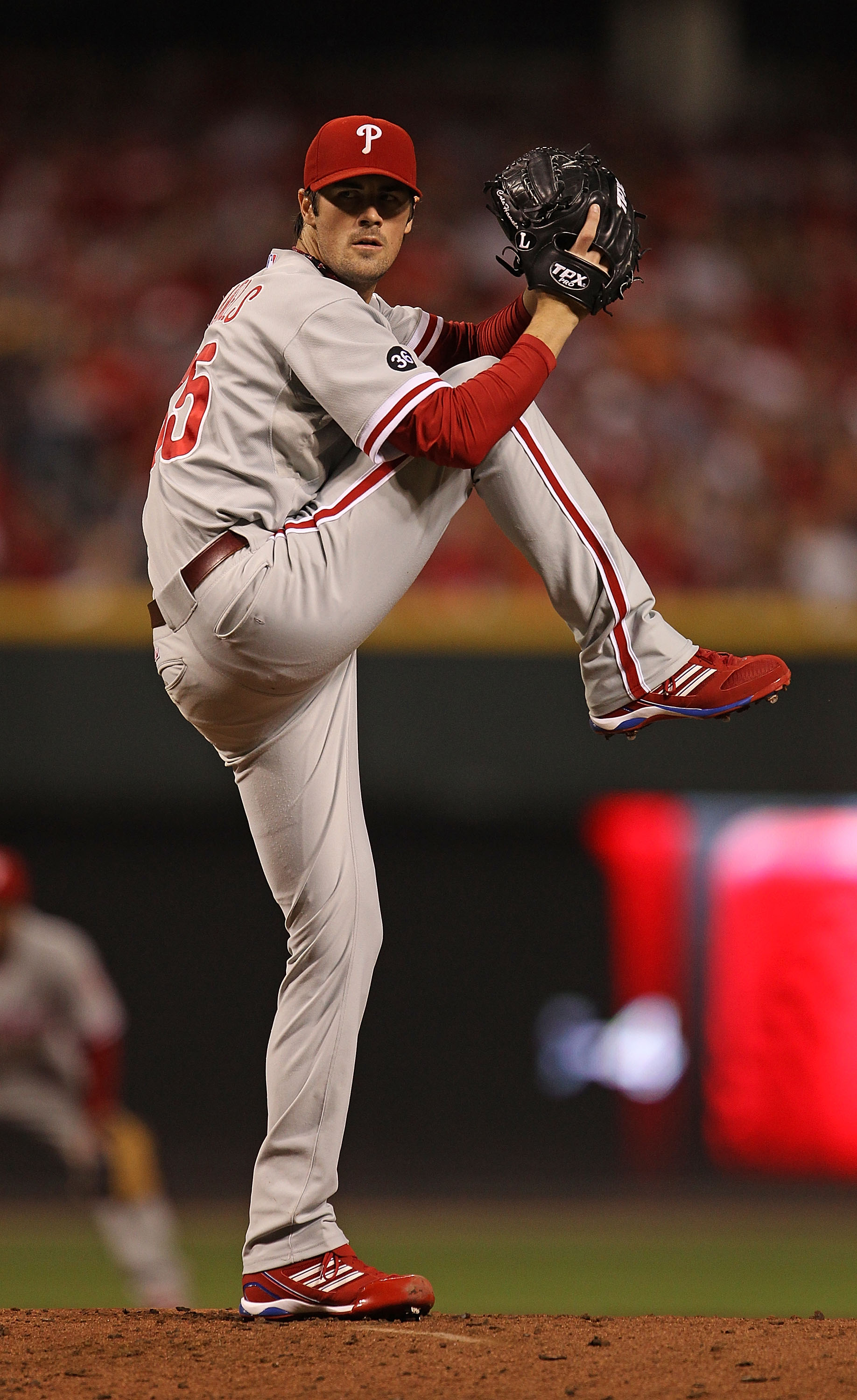 CINCINNATI - OCTOBER 10: Cole Hamels #35 of the Philadelphia Phillies delivers the ball against the Cincinnati Reds on his way to a complete game shut-out during game 3 of the NLDS at Great American Ball Park on October 10, 2010 in Cincinnati, Ohio. The P