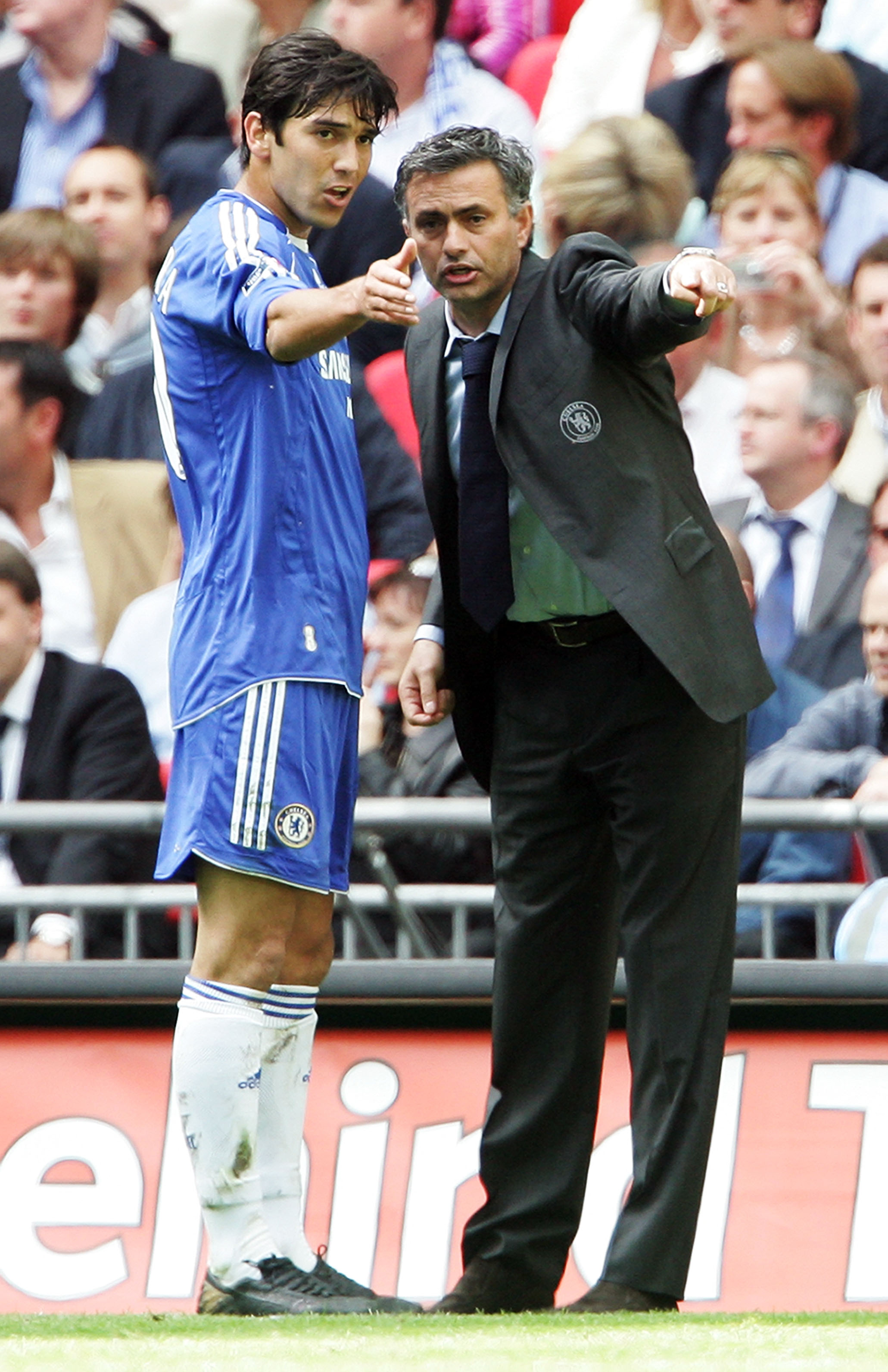 LONDON - MAY 19:  Jose Mourinho manager of Chelsea talks to defender Paulo Ferreira during the FA Cup Final match sponsored by E.ON between Manchester United and Chelsea at Wembley Stadium on May 19, 2007 in London, England.  (Photo by Phil Cole/Getty Ima