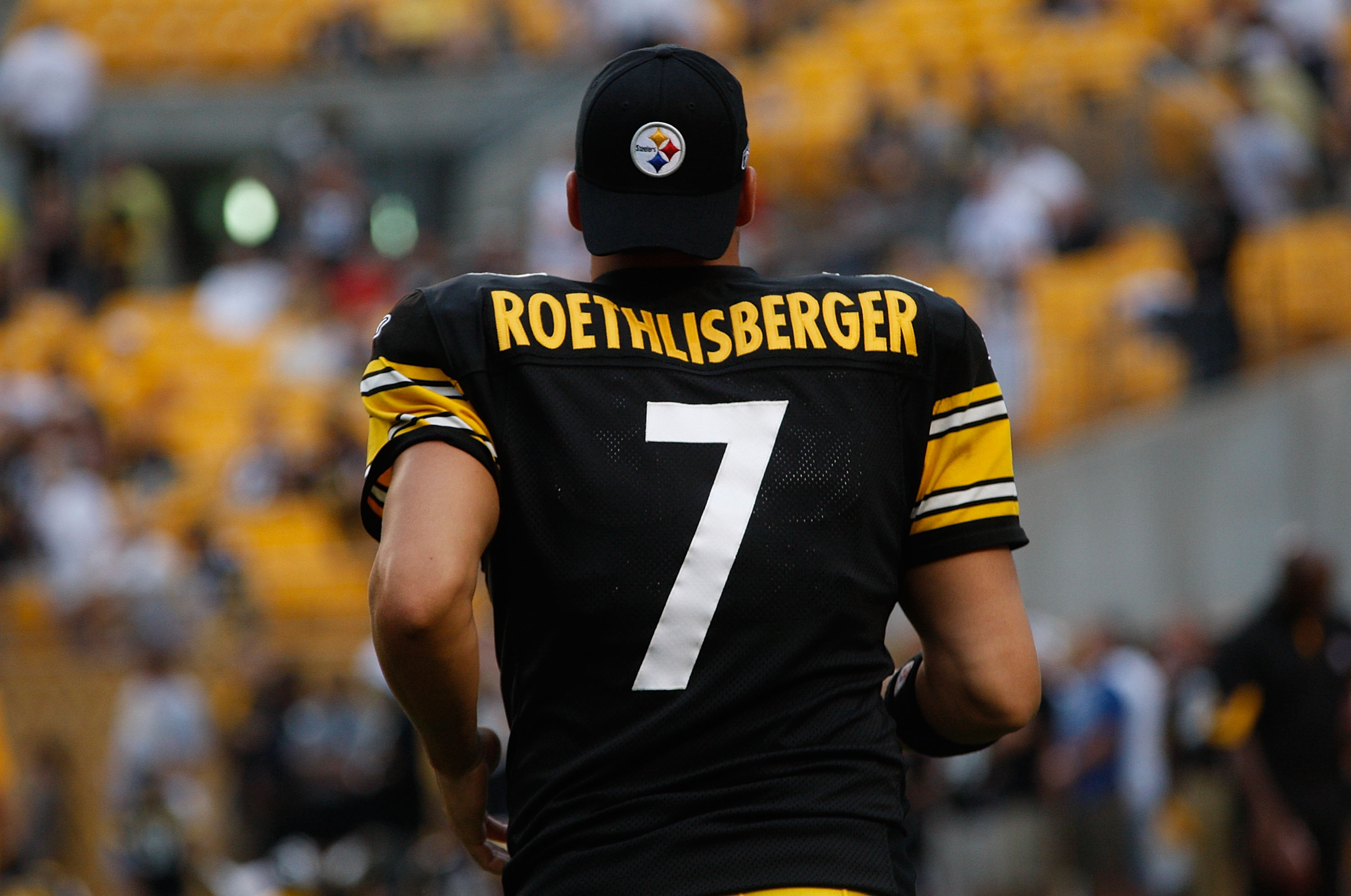 PITTSBURGH - AUGUST 14:  Ben Roethlisberger #7 of the Pittsburgh Steelers warms up prior to the game against the Detroit Lions on August 14, 2010 at Heinz Field in Pittsburgh, Pennsylvania. Steelers won 23-7.  (Photo by Jared Wickerham/Getty Images)
