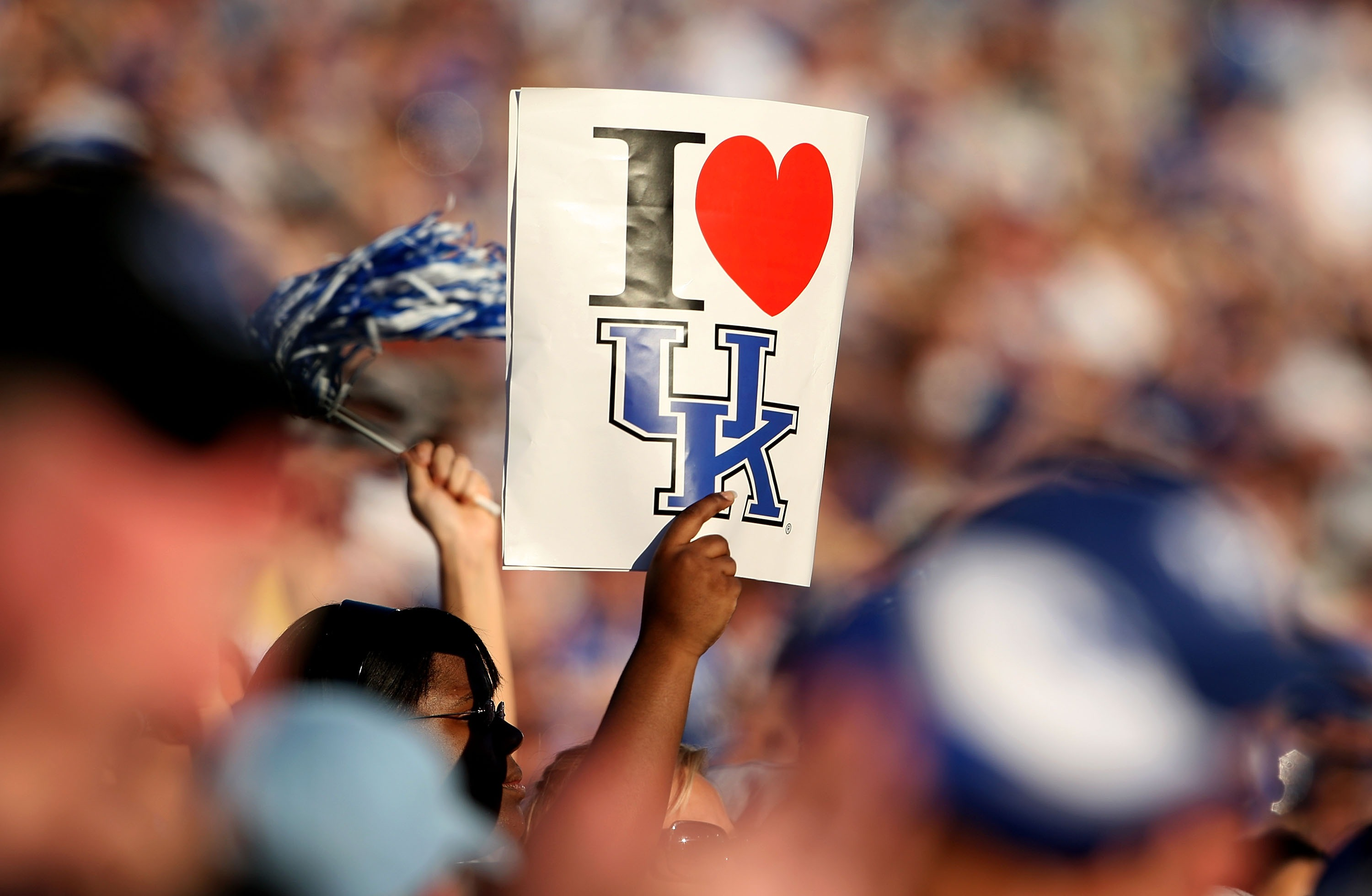 LEXINGTON, KY - OCTOBER 20:  A fan of the Kentucky Wildcats shows their support during the SEC game against the Florida Gators on October 20, 2007 at Commonwealth Stadium in Lexington, Kentucky.  (Photo by Andy Lyons/Getty Images)