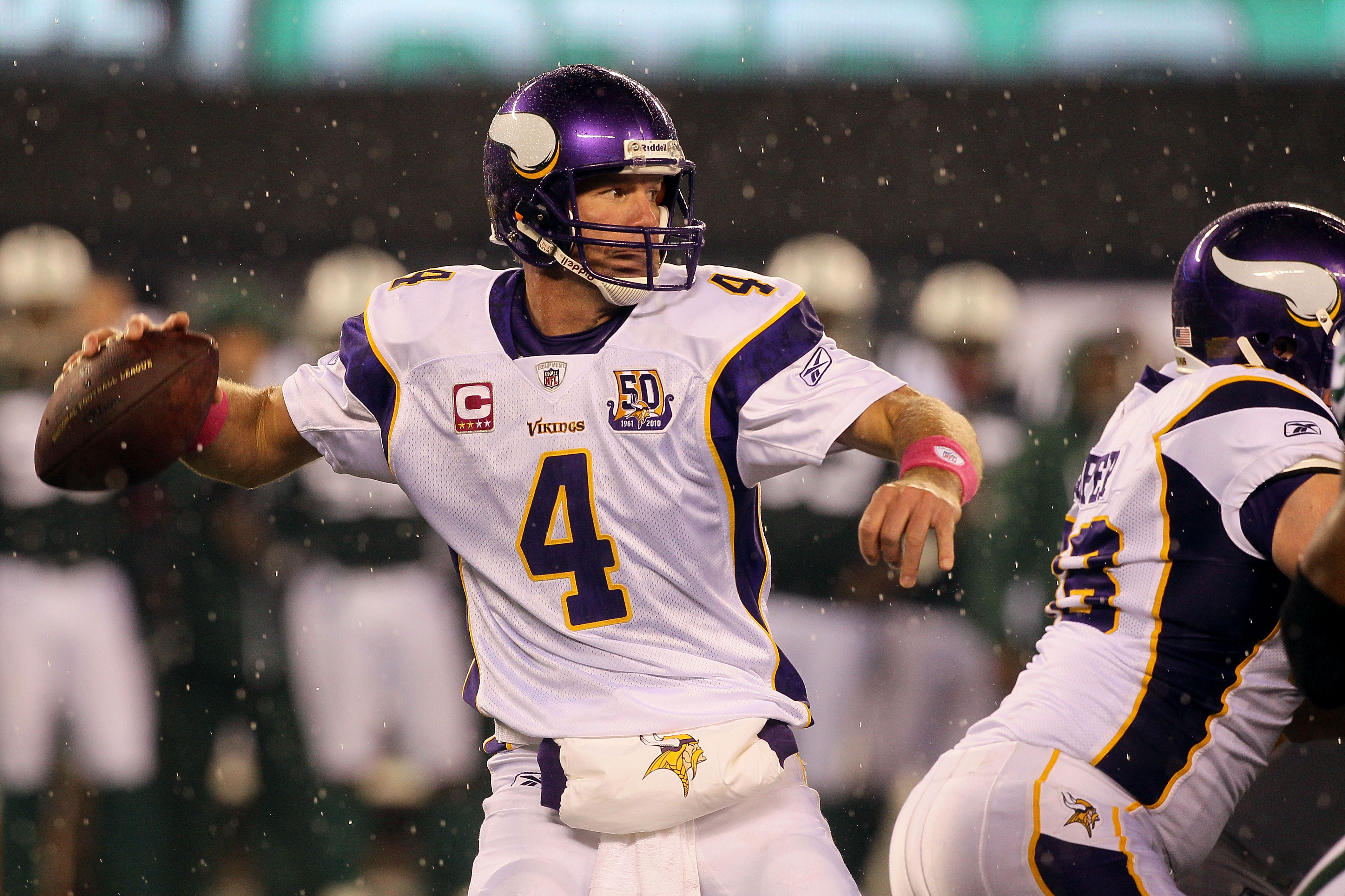 EAST RUTHERFORD, NJ - OCTOBER 11:  Brett Favre #4 of the Minnesota Vikings throws a pass against the New York Jets at New Meadowlands Stadium on October 11, 2010 in East Rutherford, New Jersey.  (Photo by Jim McIsaac/Getty Images)
