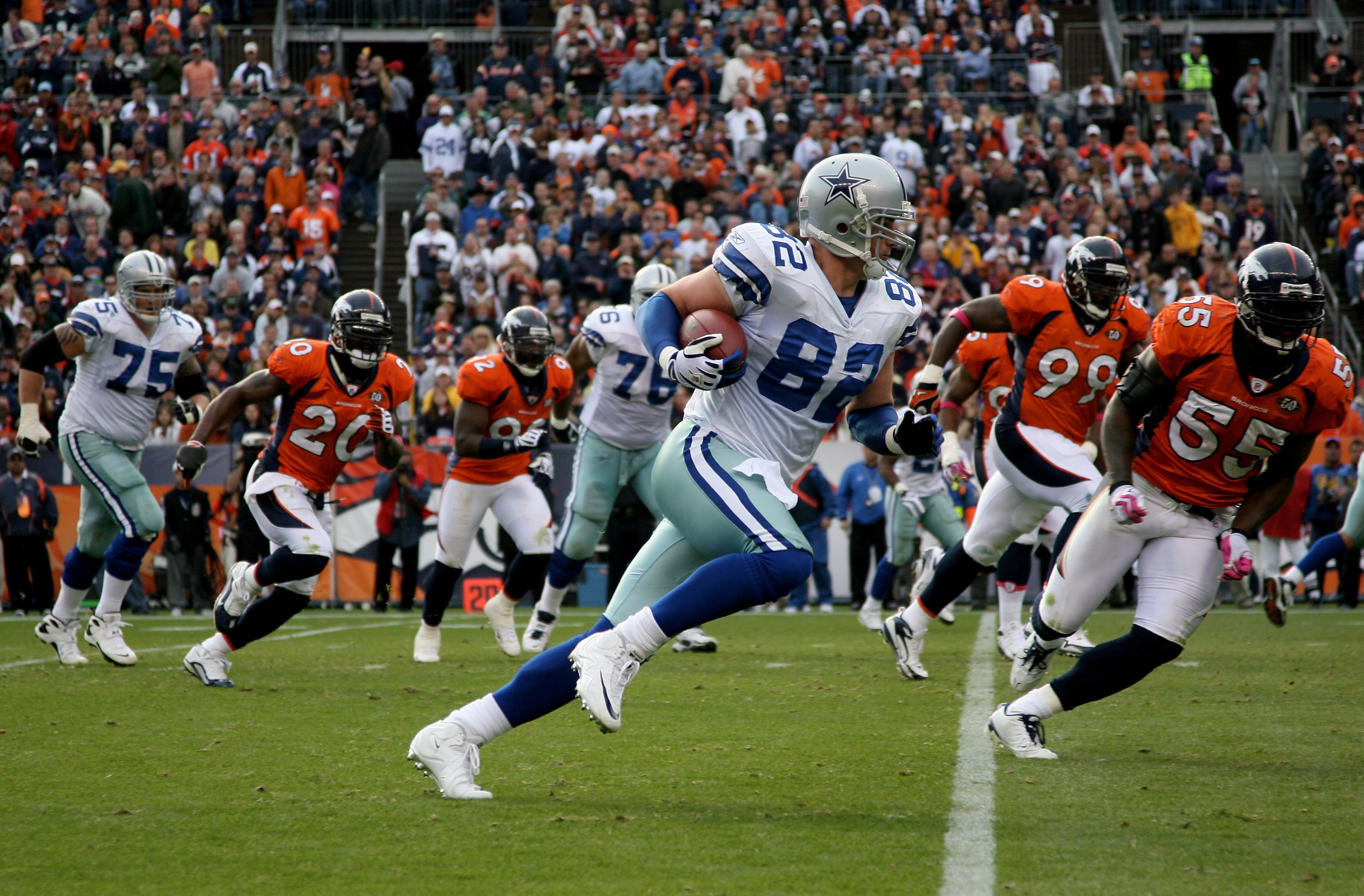 DENVER - OCTOBER 04:  Jason Witten #82 of the Dallas Cowboys makes a reception against the Denver Broncos during NFL action at Invesco Field at Mile High on October 4, 2009 in Denver, Colorado. The Broncos defeated the Cowboys 17-10.  (Photo by Doug Pensi