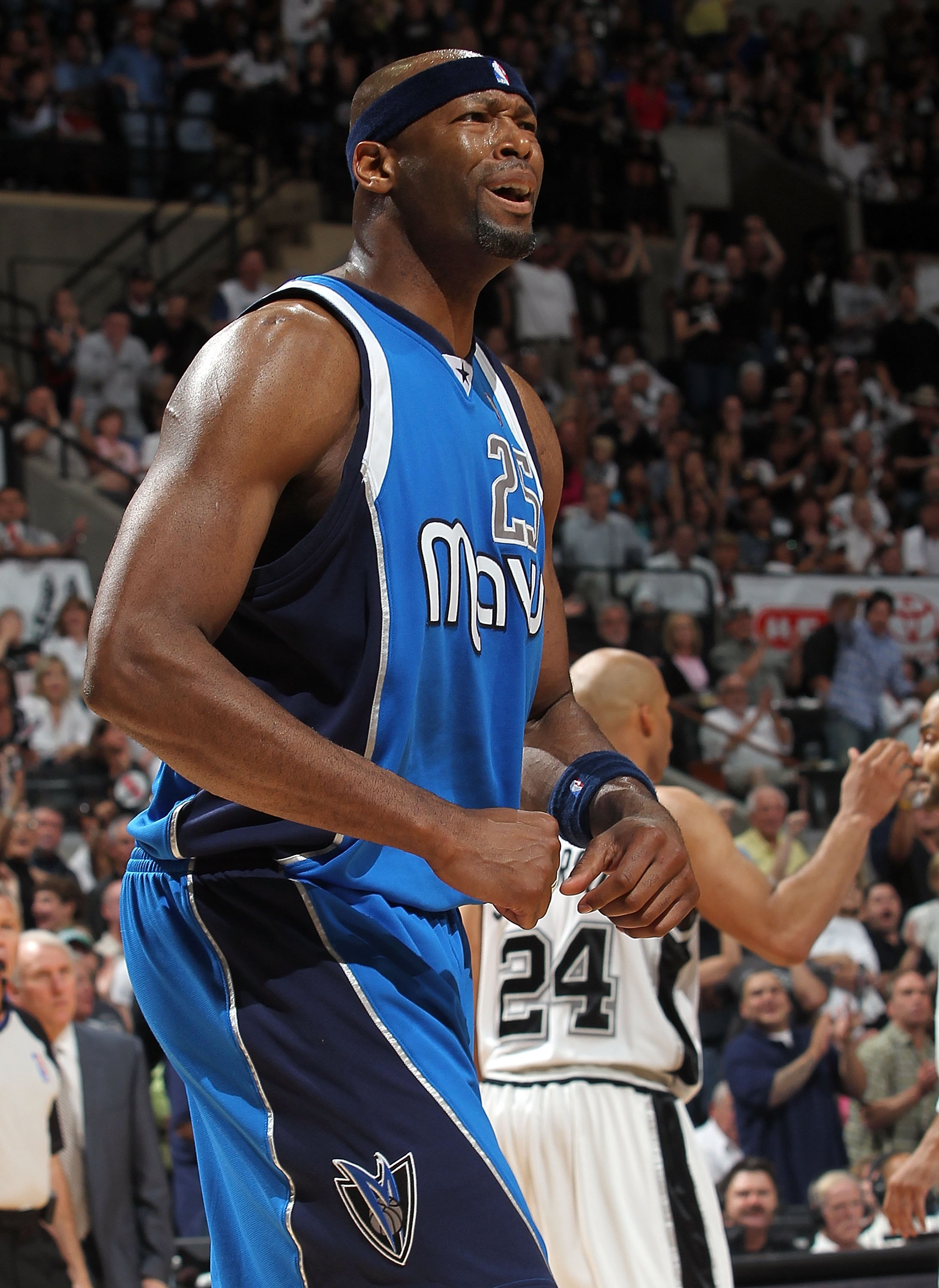 SAN ANTONIO - APRIL 25:  Erick Dampier #25 of the Dallas Mavericks in Game Four of the Western Conference Quarterfinals during the 2010 NBA Playoffs at AT&T Center on April 25, 2010 in San Antonio, Texas. NOTE TO USER: User expressly acknowledges and agre