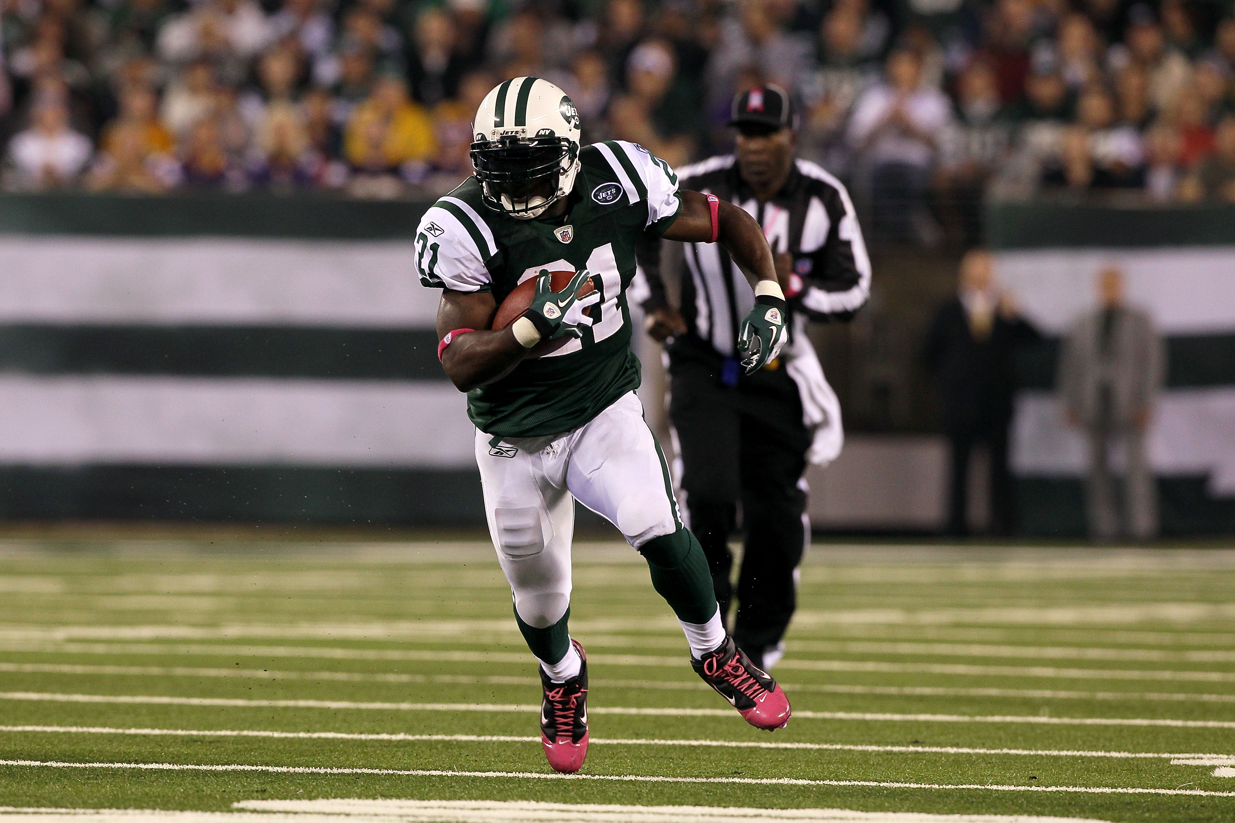 EAST RUTHERFORD, NJ - OCTOBER 11:  LaDainian Tomlinson #21 of the New York Jets runs the ball against the Minnesota Vikings at New Meadowlands Stadium on October 11, 2010 in East Rutherford, New Jersey. The Jets won 29-20.  (Photo by Jim McIsaac/Getty Ima