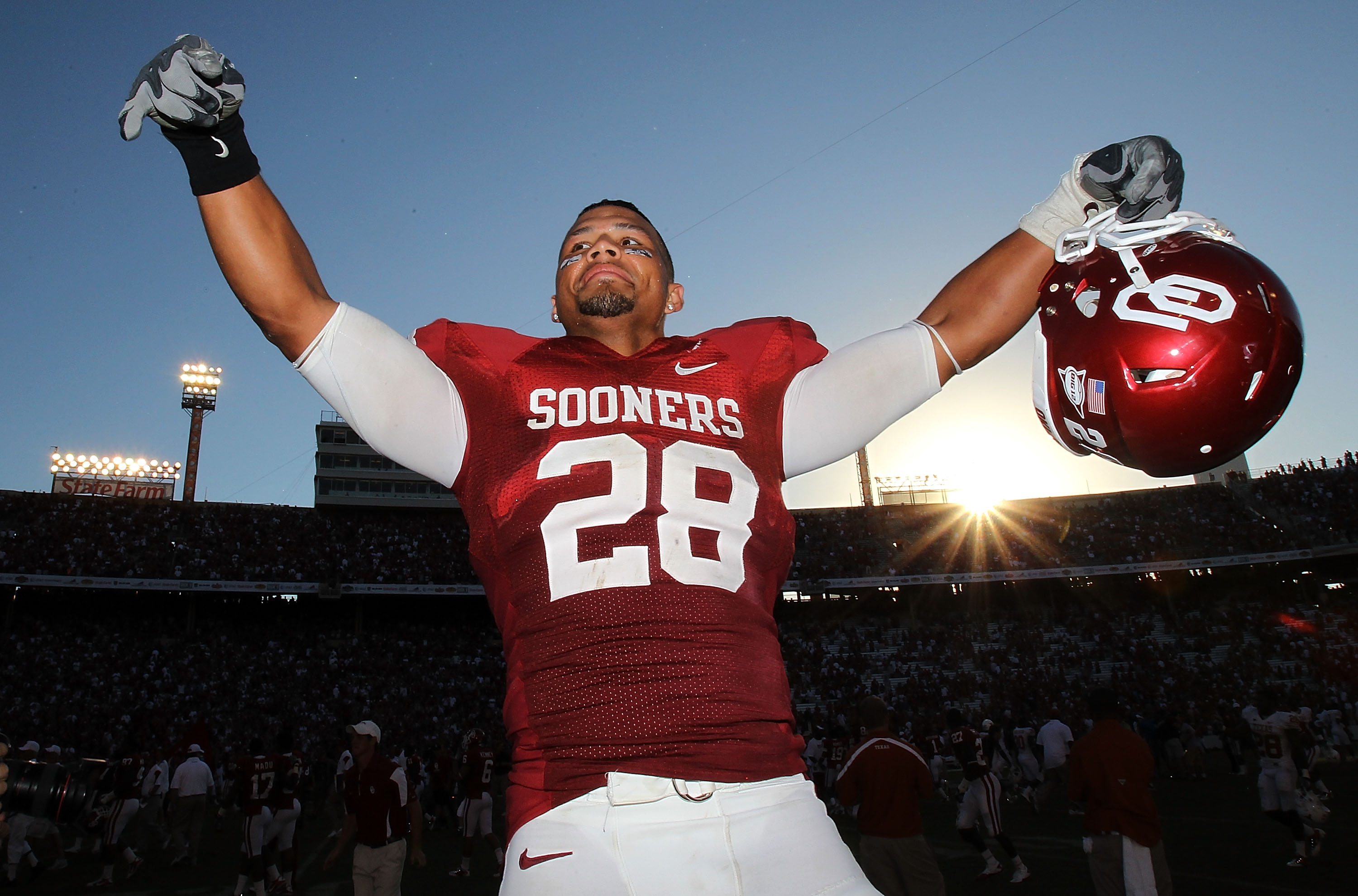 DALLAS - OCTOBER 02:  Linebacker Travis Lewis #28 of the Oklahoma Sooners celebrates a 28-20 win against the Texas Longhorns at the Cotton Bowl on October 2, 2010 in Dallas, Texas.  (Photo by Ronald Martinez/Getty Images)