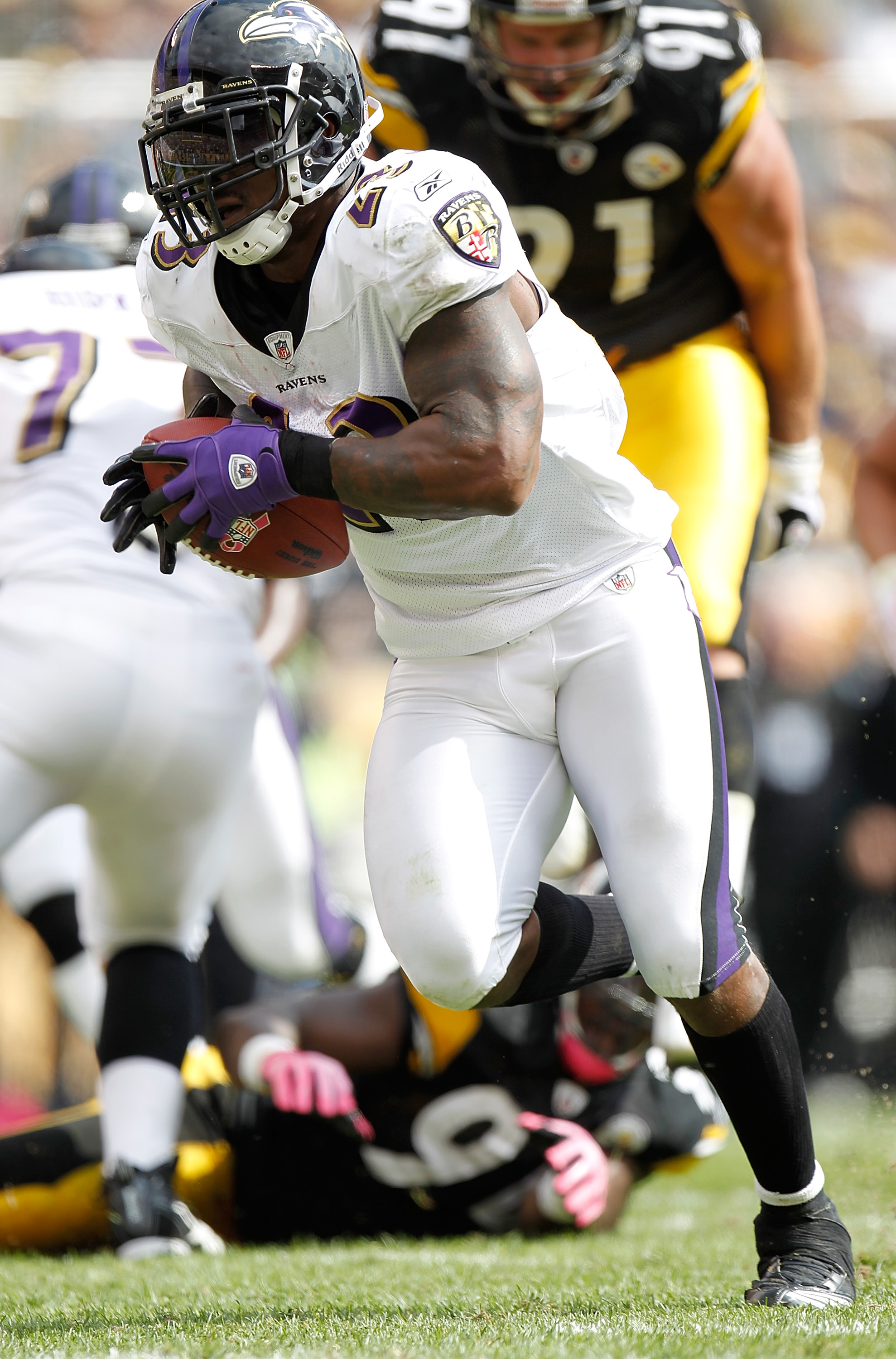 PITTSBURGH - OCTOBER 03: Willis McGahee #25 of the Baltimore Ravens carries the ball during the game against the Pittsburgh Steelers on October 3, 2010 at Heinz Field in Pittsburgh, Pennsylvania. (Photo by Gregory Shamus/Getty Images)