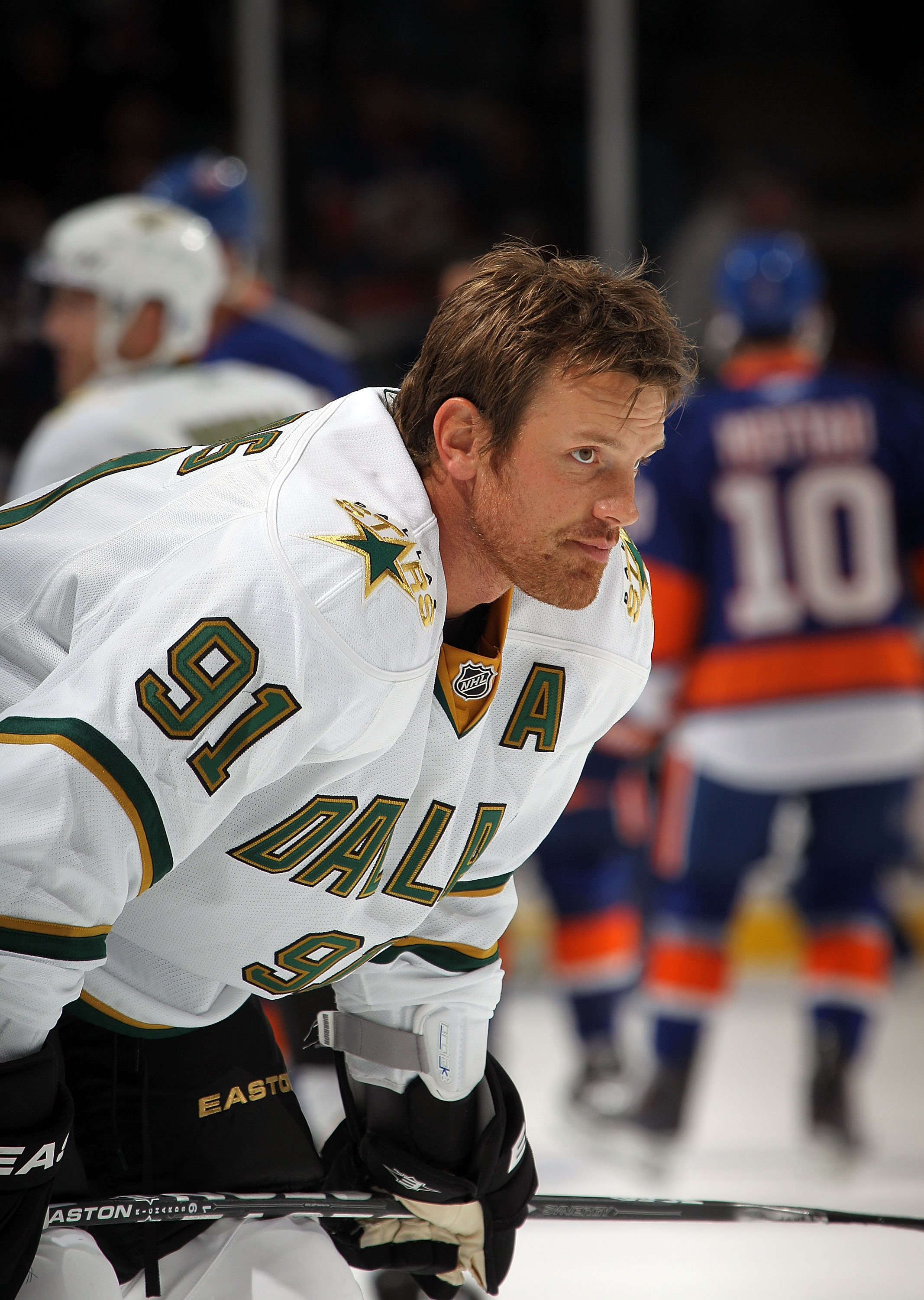 UNIONDALE, NY - OCTOBER 09:  Brad Richards #91 of the Dallas Stars in the pre-game skate against the New York Islanders at the Nassau Coliseum on October 9, 2010 in Uniondale, New York.  (Photo by Bruce Bennett/Getty Images)