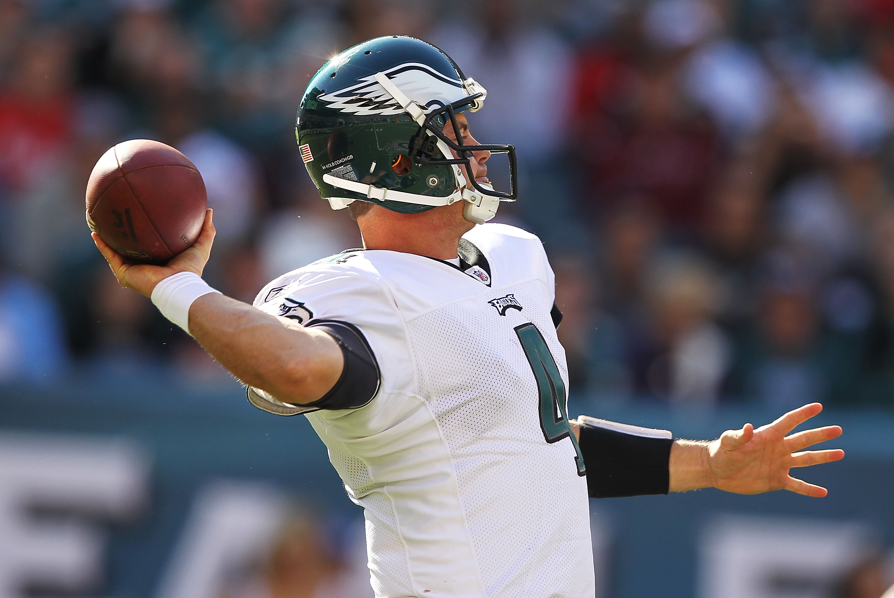 PHILADELPHIA - OCTOBER 17:  Kevin Kolb #4 of the Philadelphia Eagles passes a touchdown to Jeremy Maclin #18 in the third quarteragainst the Atlanta Falcons during their game at Lincoln Financial Field on October 17, 2010 in Philadelphia, Pennsylvania.  (