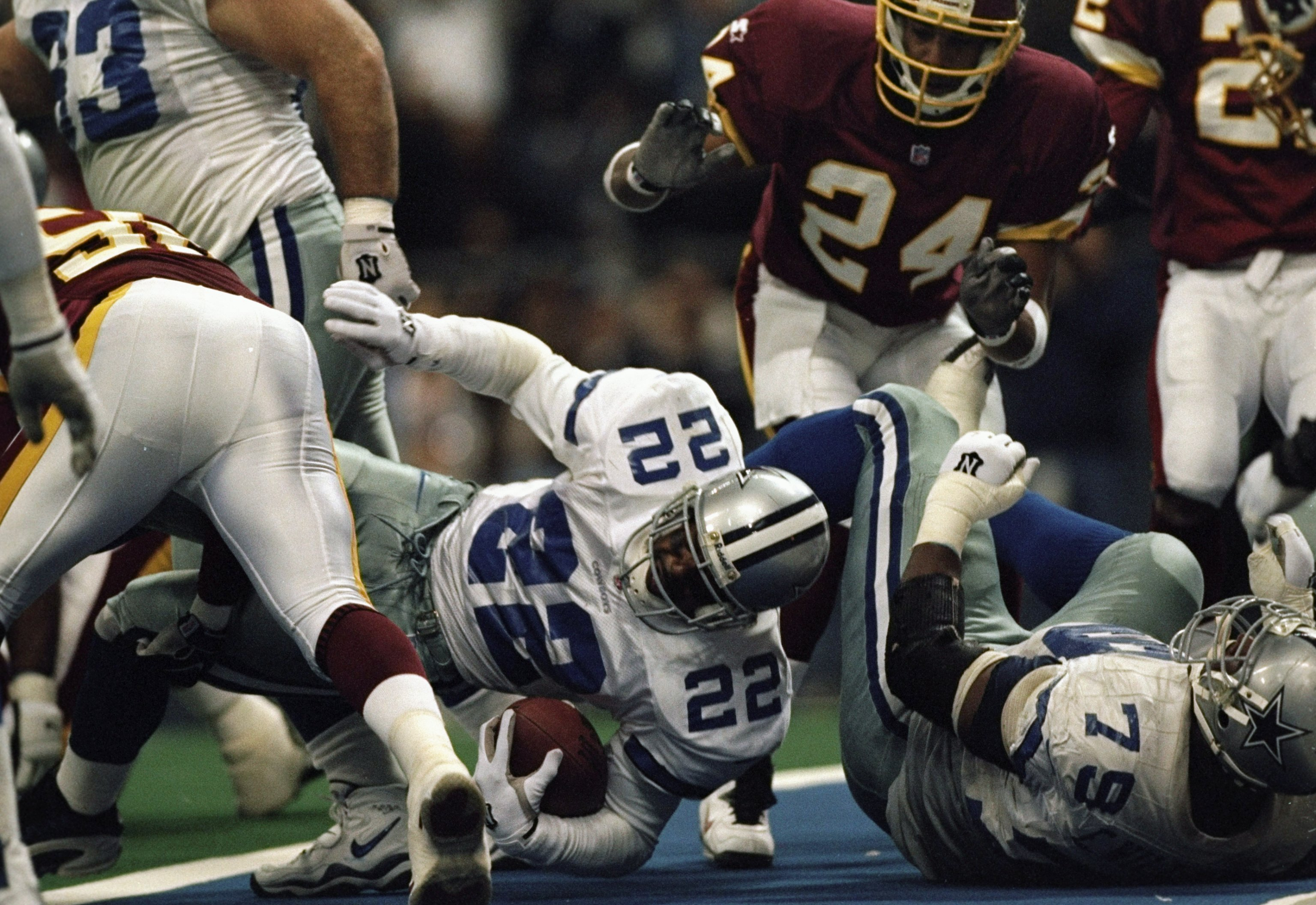 27 Dec 1998:  Running back Emmitt Smith #22 of the Dallas Cowboys in action during the game against the Washington Redskins at Texas Stadium in Irving, Texas. The Cowboys defeated the Redskins 20-6. Mandatory Credit: Stephen Dunn  /Allsport
