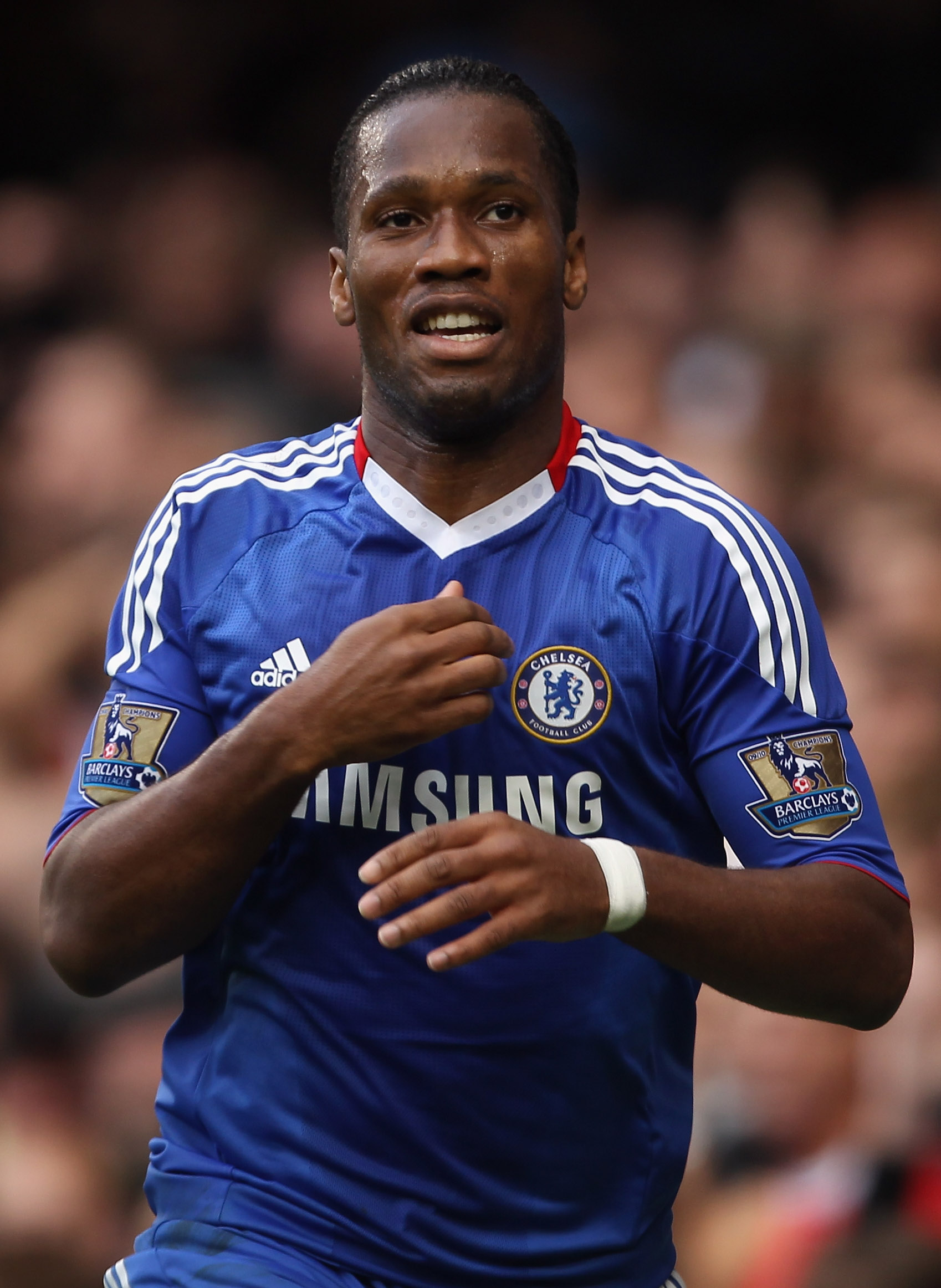 LONDON, ENGLAND - OCTOBER 03:  Didier Drogba of Chelsea celebrates scoring during the Barclays Premier League match between Chelsea and Arsenal at Stamford Bridge on October 3, 2010 in London, England.  (Photo by Bryn Lennon/Getty Images)