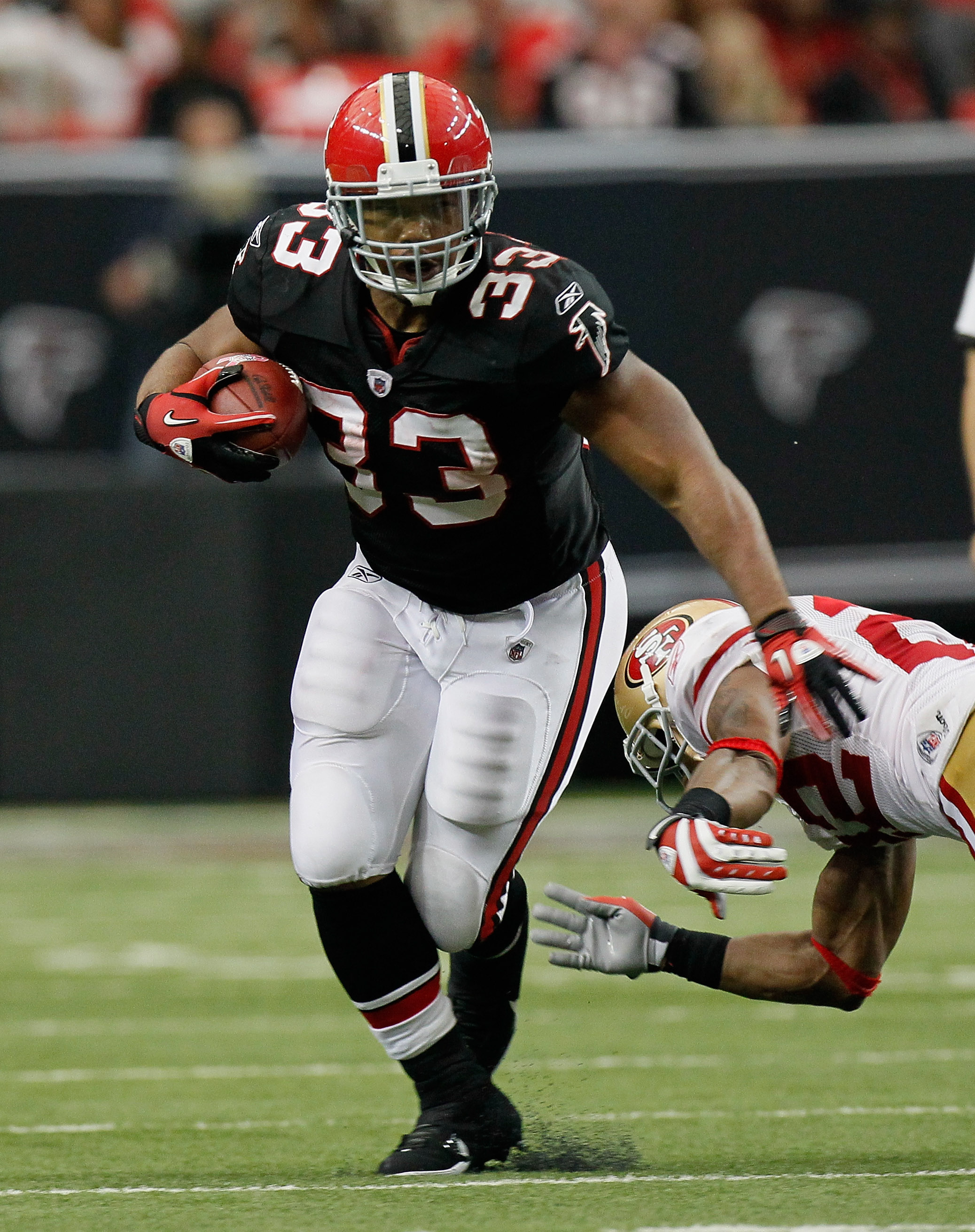 ATLANTA - OCTOBER 03:  Michael Turner #33 of the Atlanta Falcons against the San Francisco 49ers at Georgia Dome on October 3, 2010 in Atlanta, Georgia.  (Photo by Kevin C. Cox/Getty Images)