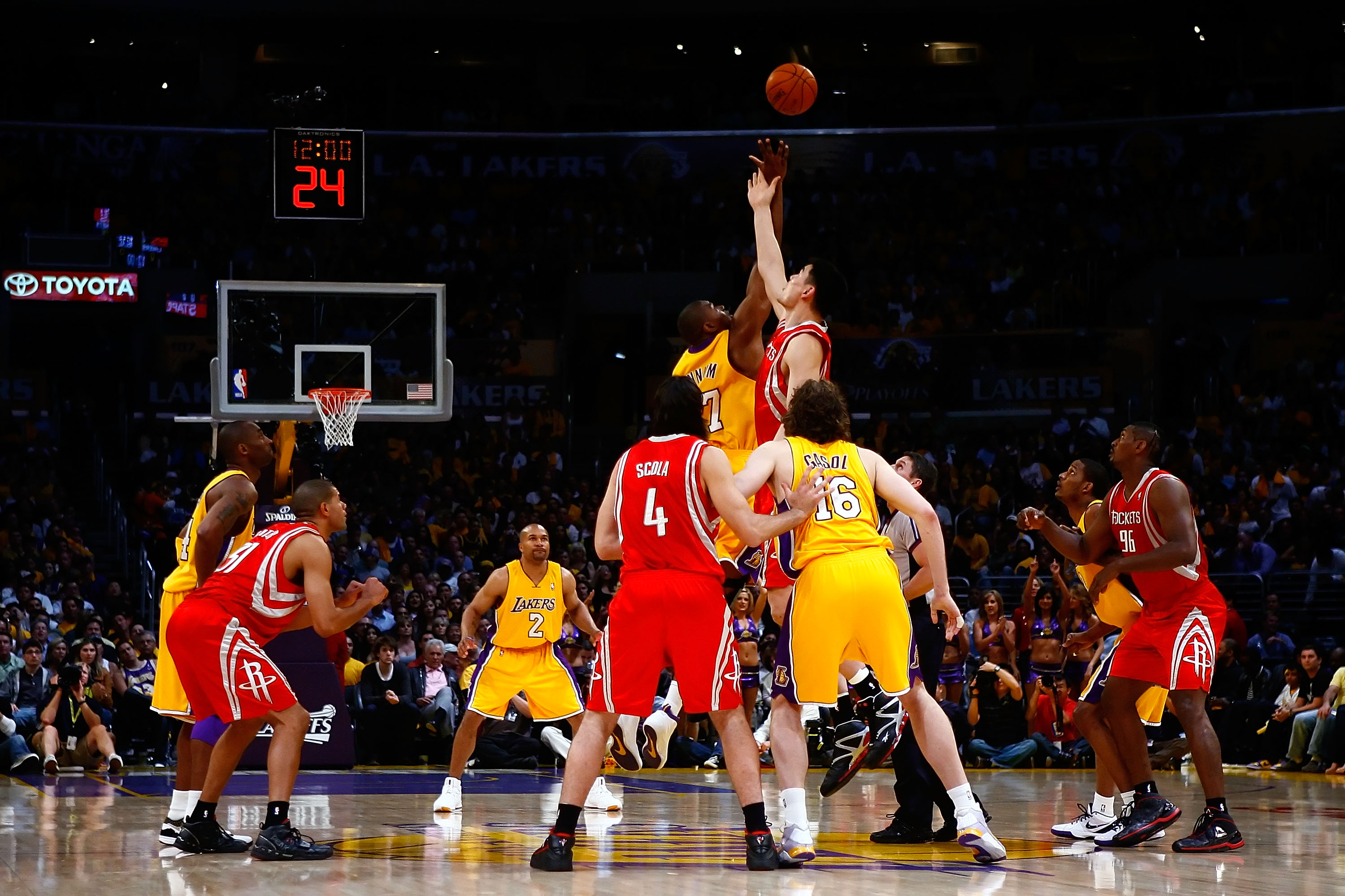 LOS ANGELES, CA - MAY 04:  Andrew Bynum #17 of the Los Angeles Lakers and Yao Ming #11 of the Houston Rockets go after the opening tip-off in Game One of the Western Conference Semifinals during the 2009 NBA Playoffs at Staples Center on May 4, 2009 in Lo