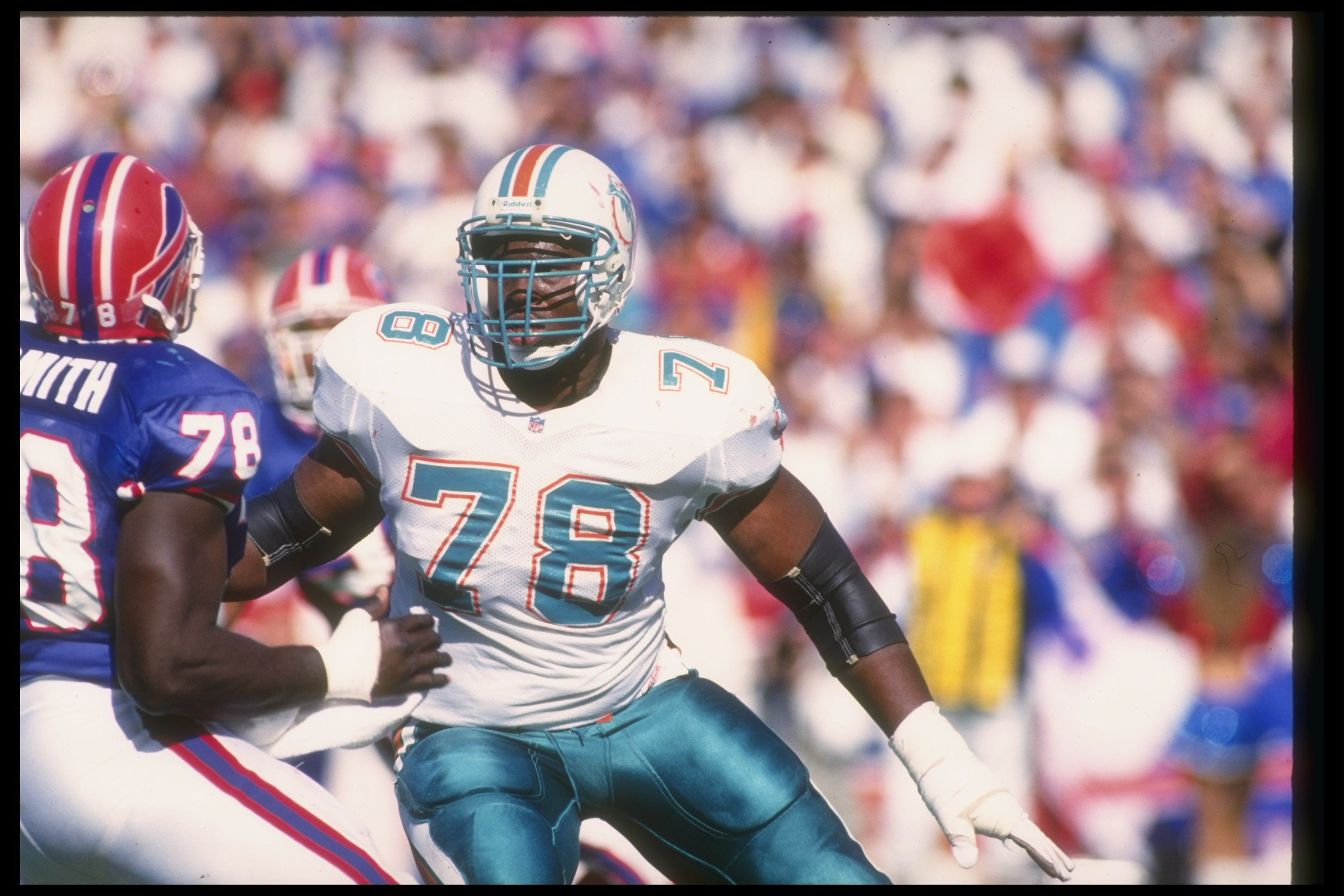 4 Oct 1992:  Offensive lineman Richmond Webb of the Miami Dolphins prepares to block a Buffalo Bills player during a game at Rich Stadium in Orchard Park, New York.  The Dolphins won the game, 37-10. Mandatory Credit: Rick Stewart  /Allsport