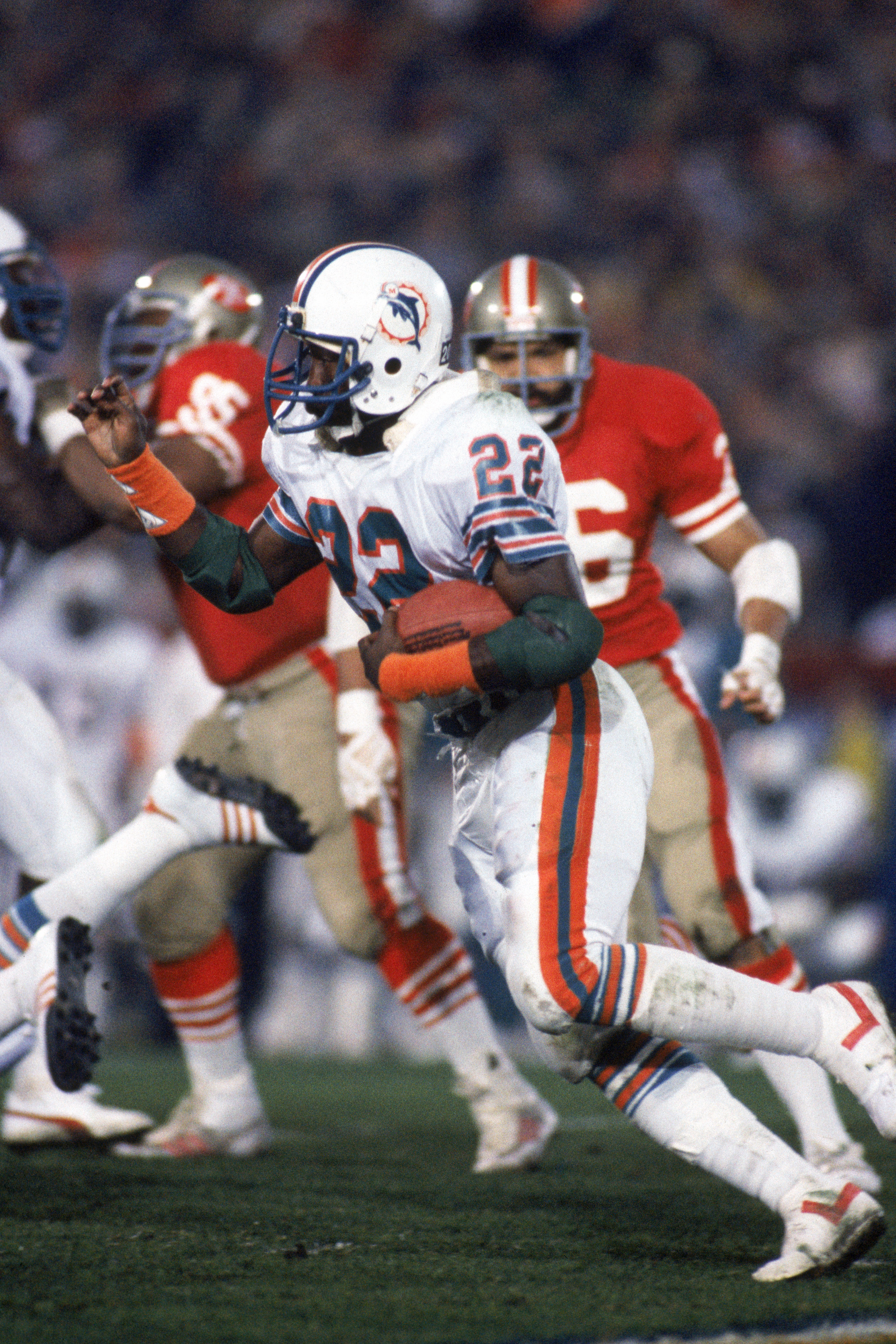 STANFORD, CA - JANUARY 20:  Running back Tony Nathan #22 of the Miami Dolphins rushes for yards during Super Bowl XIX against the San Francisco 49ers at Stanford Stadium on January 20, 1985 in Stanford, California.   The 49ers won 38-16.  (Photo by George